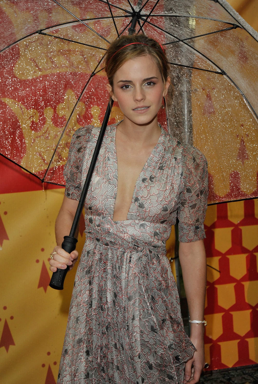 53733_Emma_Watson_HPaTHBP_premiere_in_London04127_122_1067lo.jpg