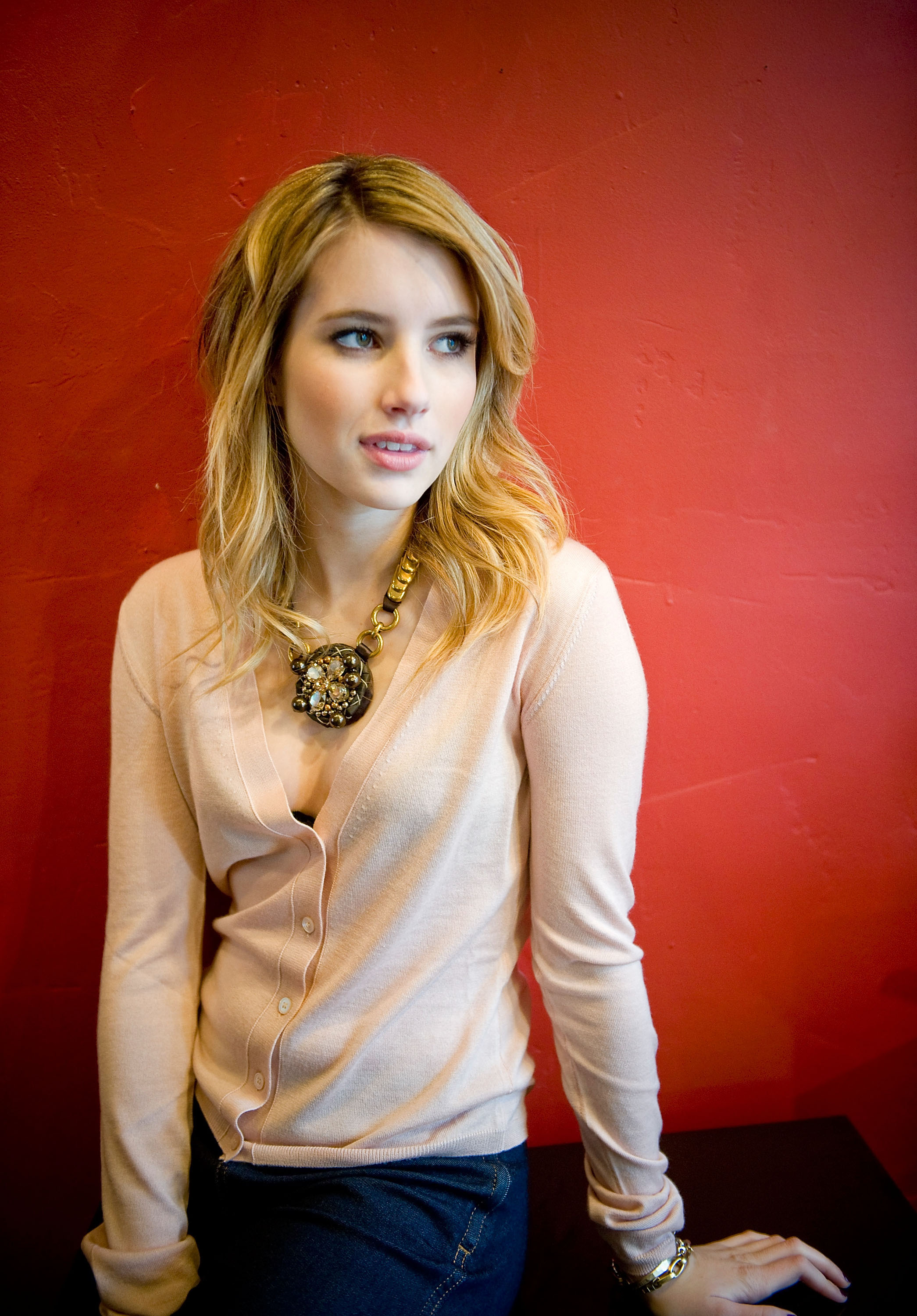 97057_Emma_Roberts_attends_the_Twelve_portraits_session_at_Silver_Queen_Gallery-003_122_1187lo.jpg