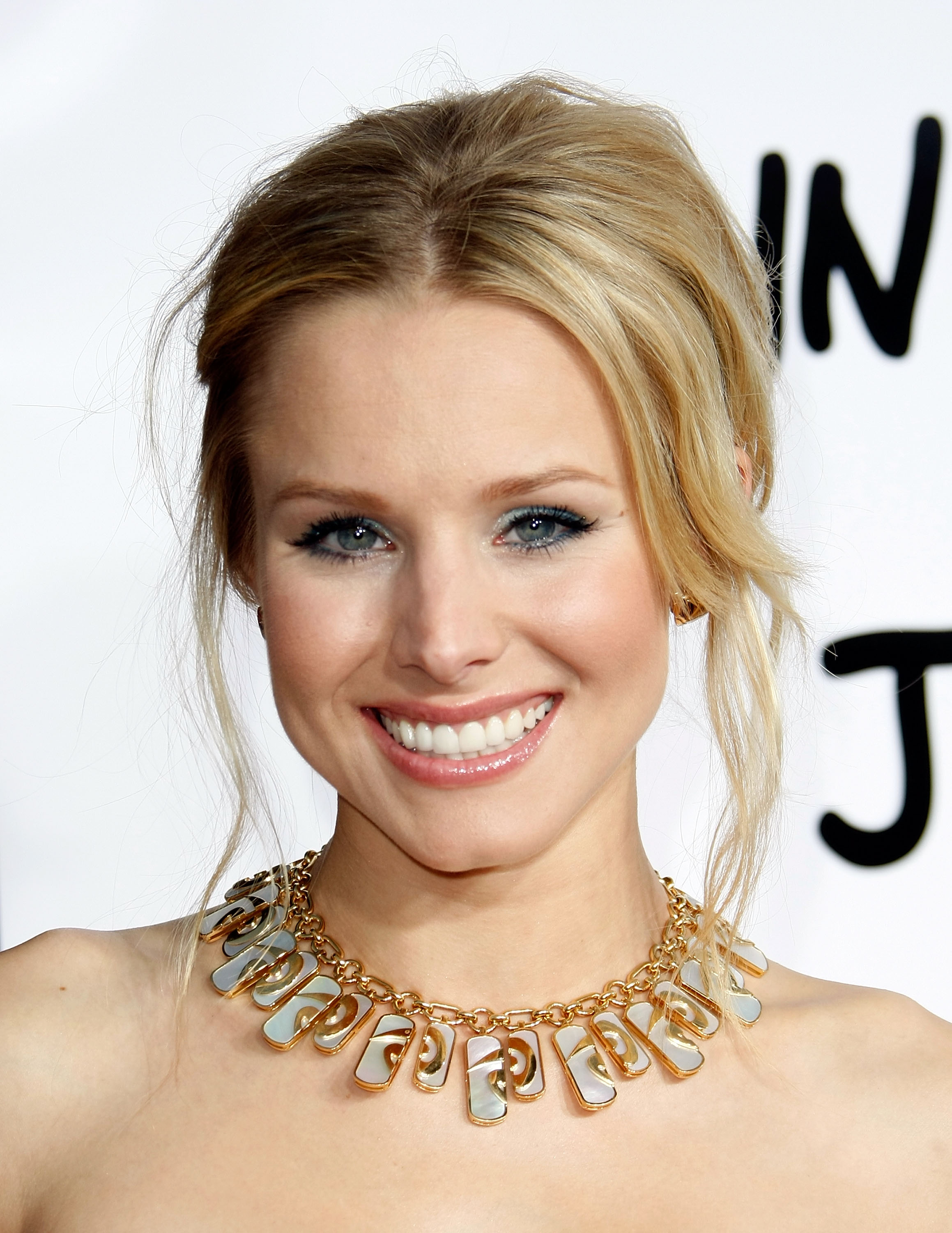 95043_Kristen_Bell-Forgetting_Sarah_Marshall_premiere_in_Hollywood_664_122_485lo.jpg