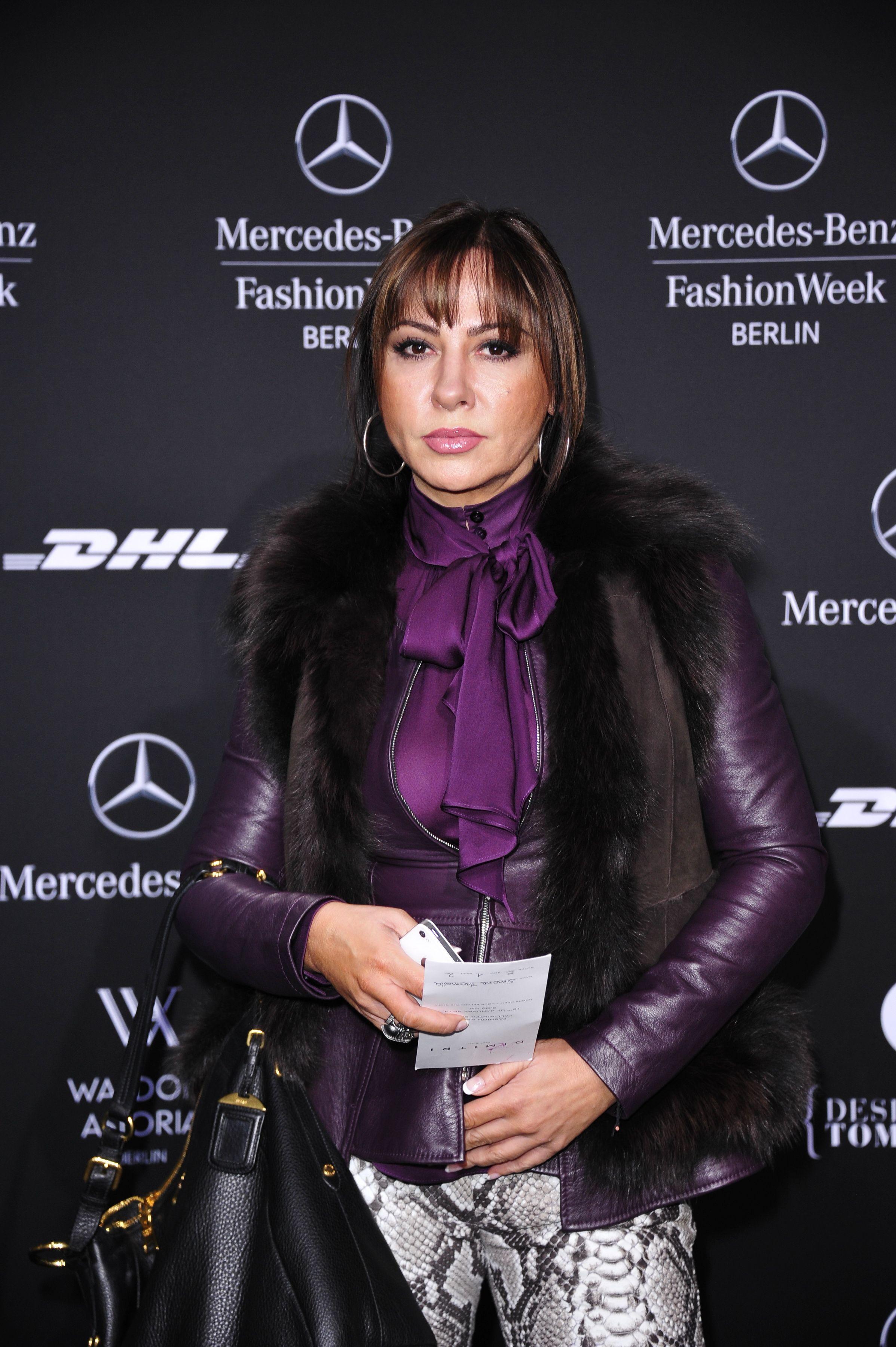 50358_fashion_week_0205_122_132lo.jpg