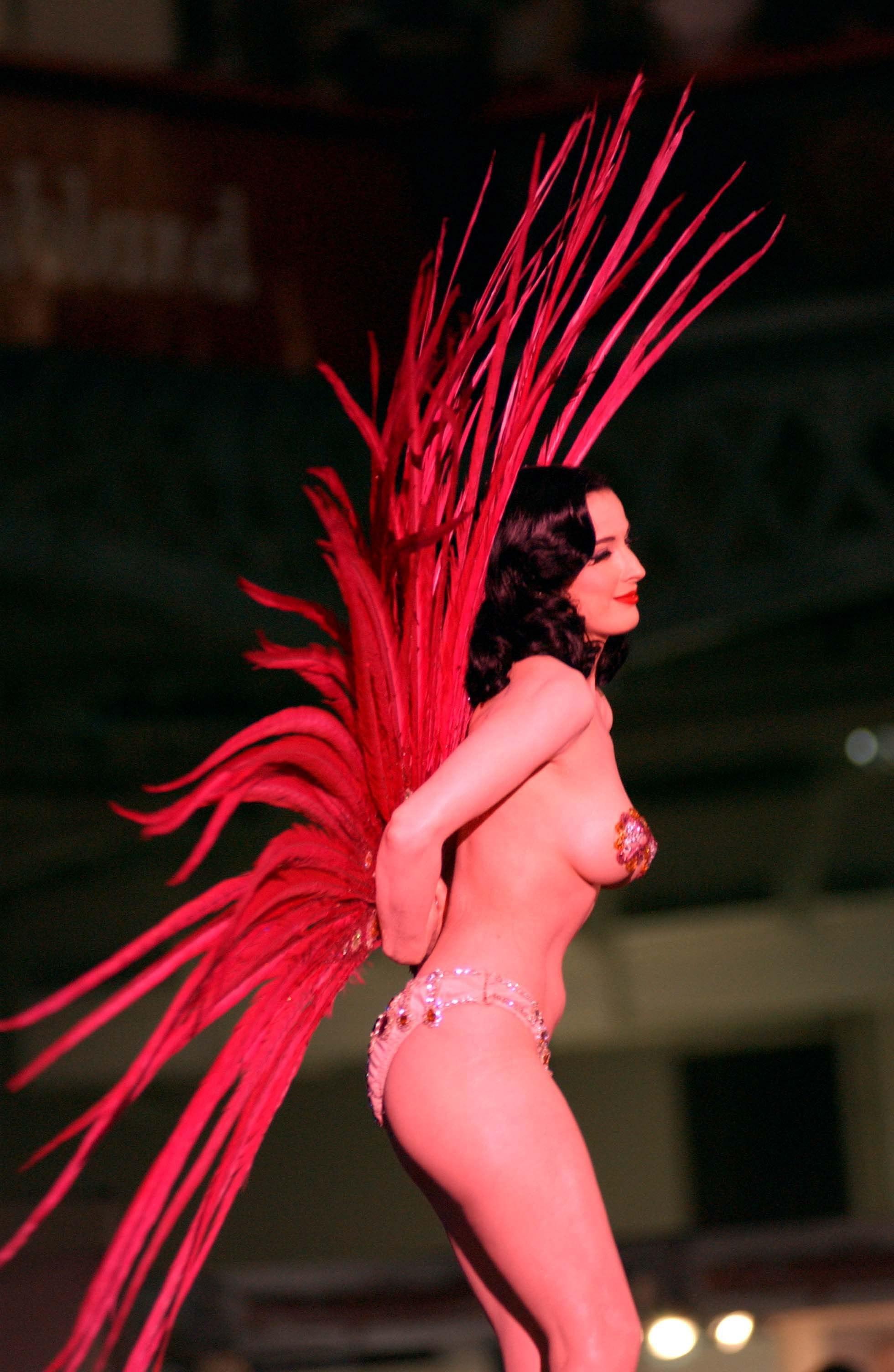 43892_Dita_Von_Teese_performs_on_stage_at_Erotica_2007_celebutopia_231107_02_123_554lo.jpg
