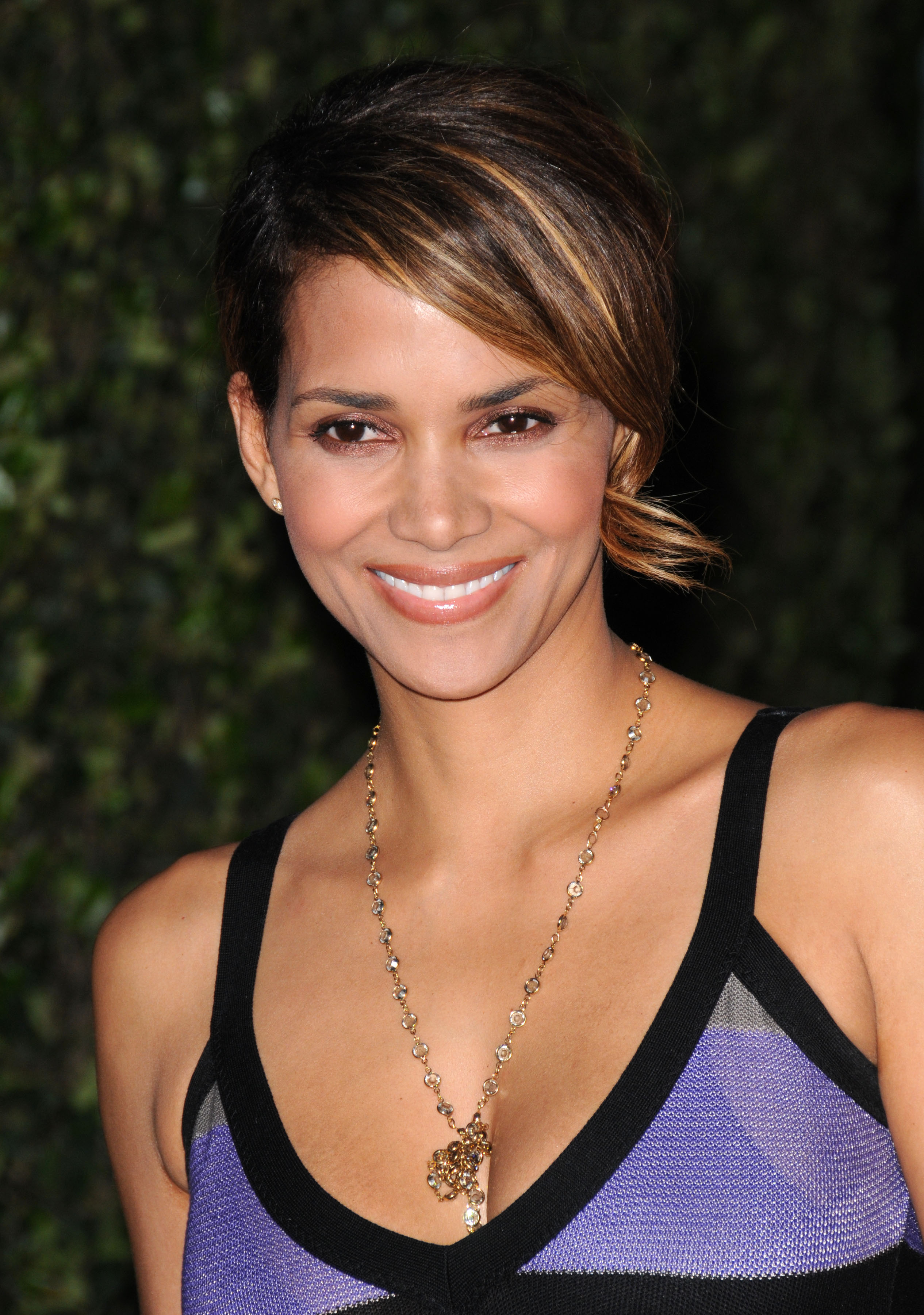 69716_Halle_Berry_The_Soloist_premiere_in_Los_Angeles_89_122_120lo.jpg
