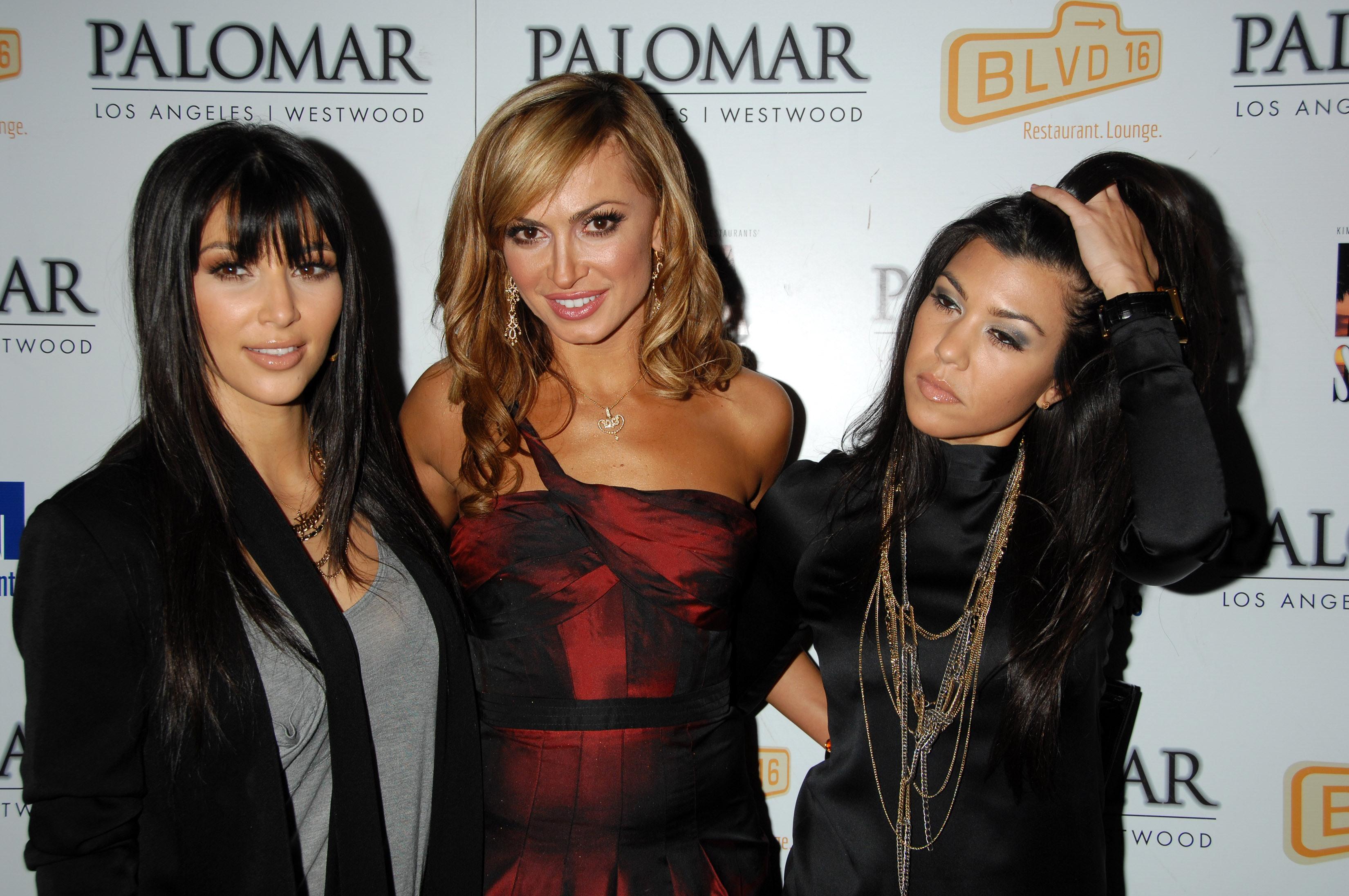 03301_Kim_Kardashian_2008-12-08_-_A_Night_For_Change_benefiting_Alternative_Intervention_Models_in_LA_335_122_181lo.jpg