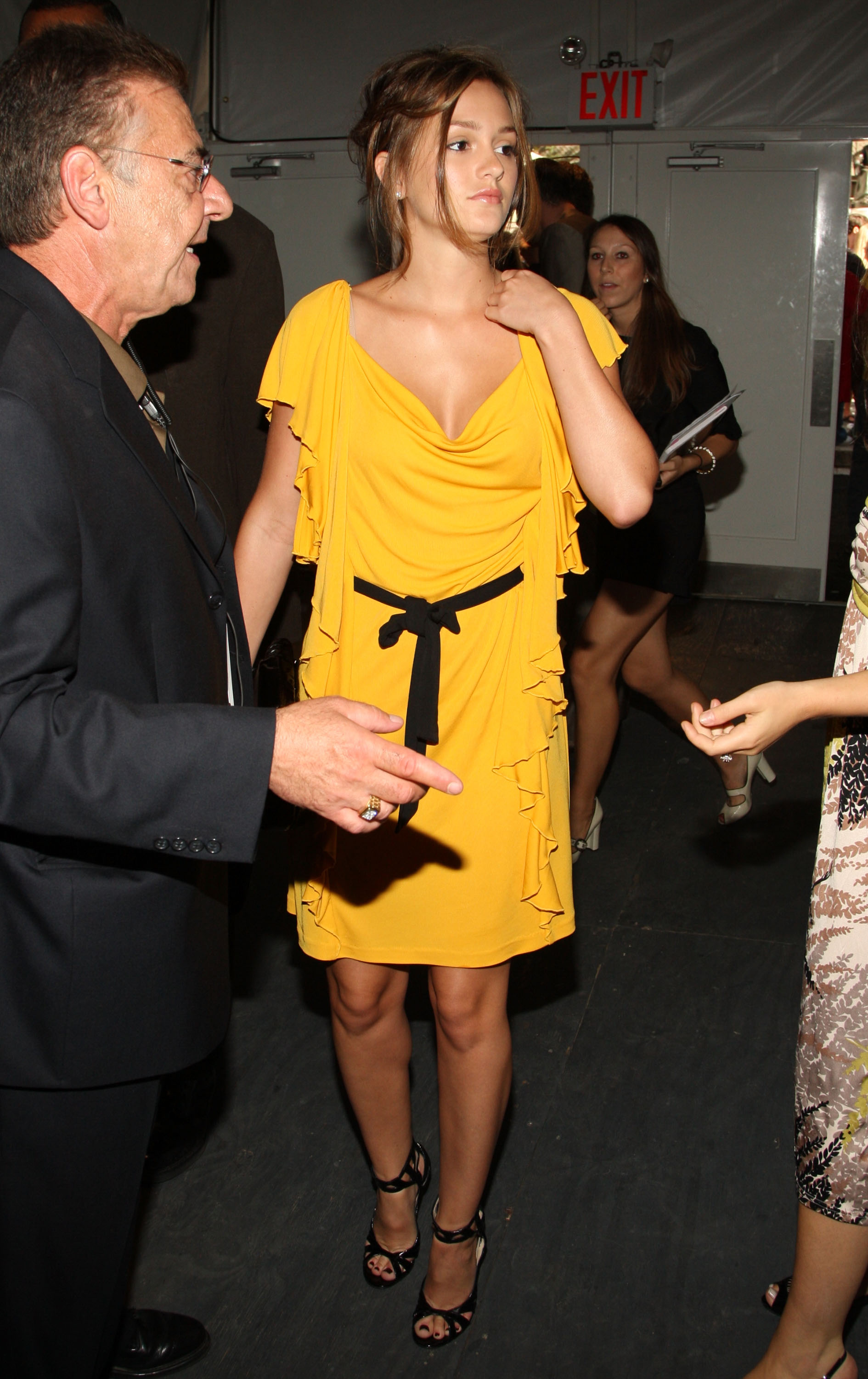 98229_Leighton_Meester_at_the_tents_in_Bryant_Park_during_Mercedes-Benz_Fashion_Week-04_122_1145lo.jpg