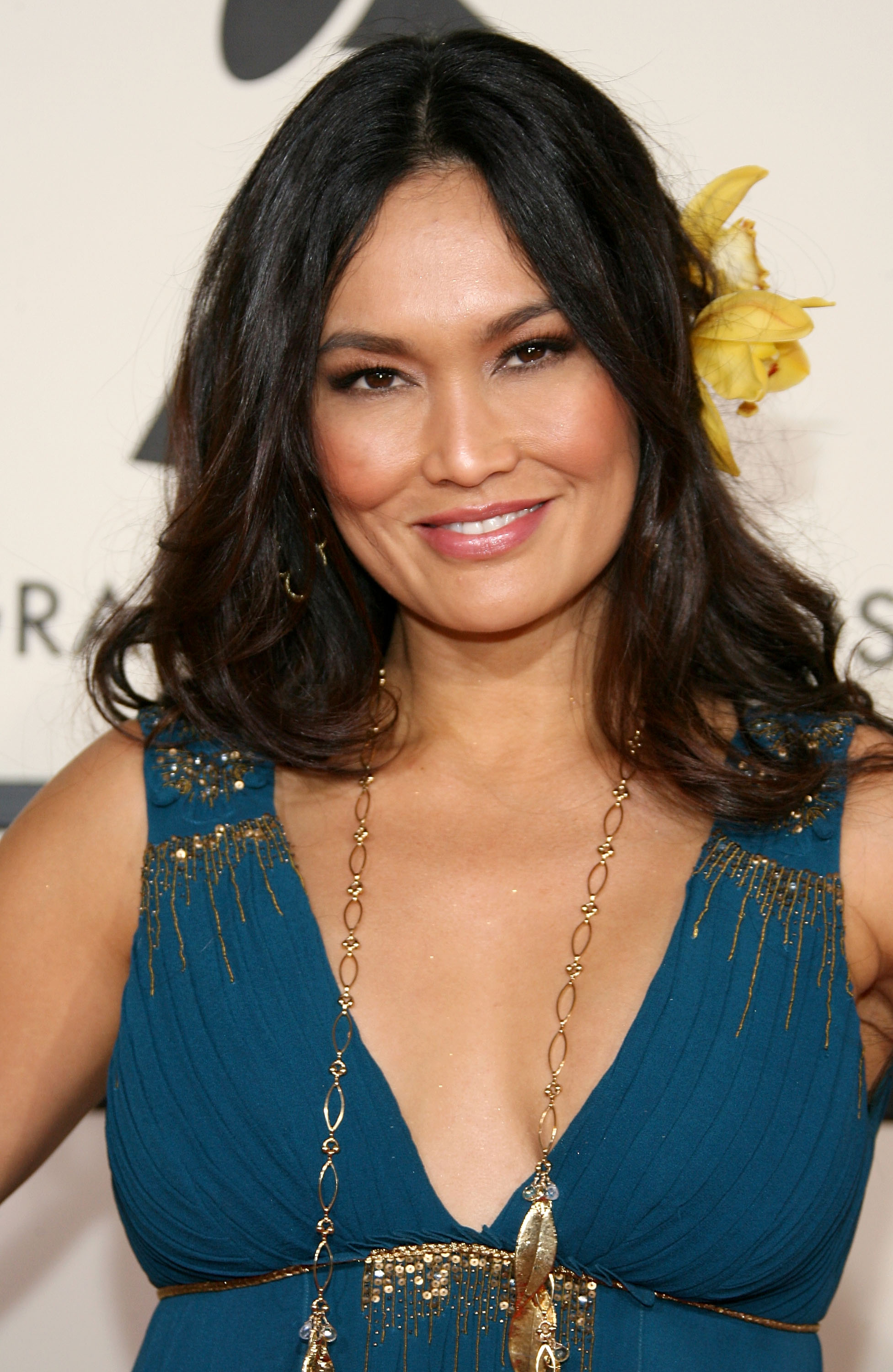 92884_by_Septimiu_Tia_Carrere-50th_Annual_Grammy_Awards_Arrivals-02_583_122_459lo.jpg