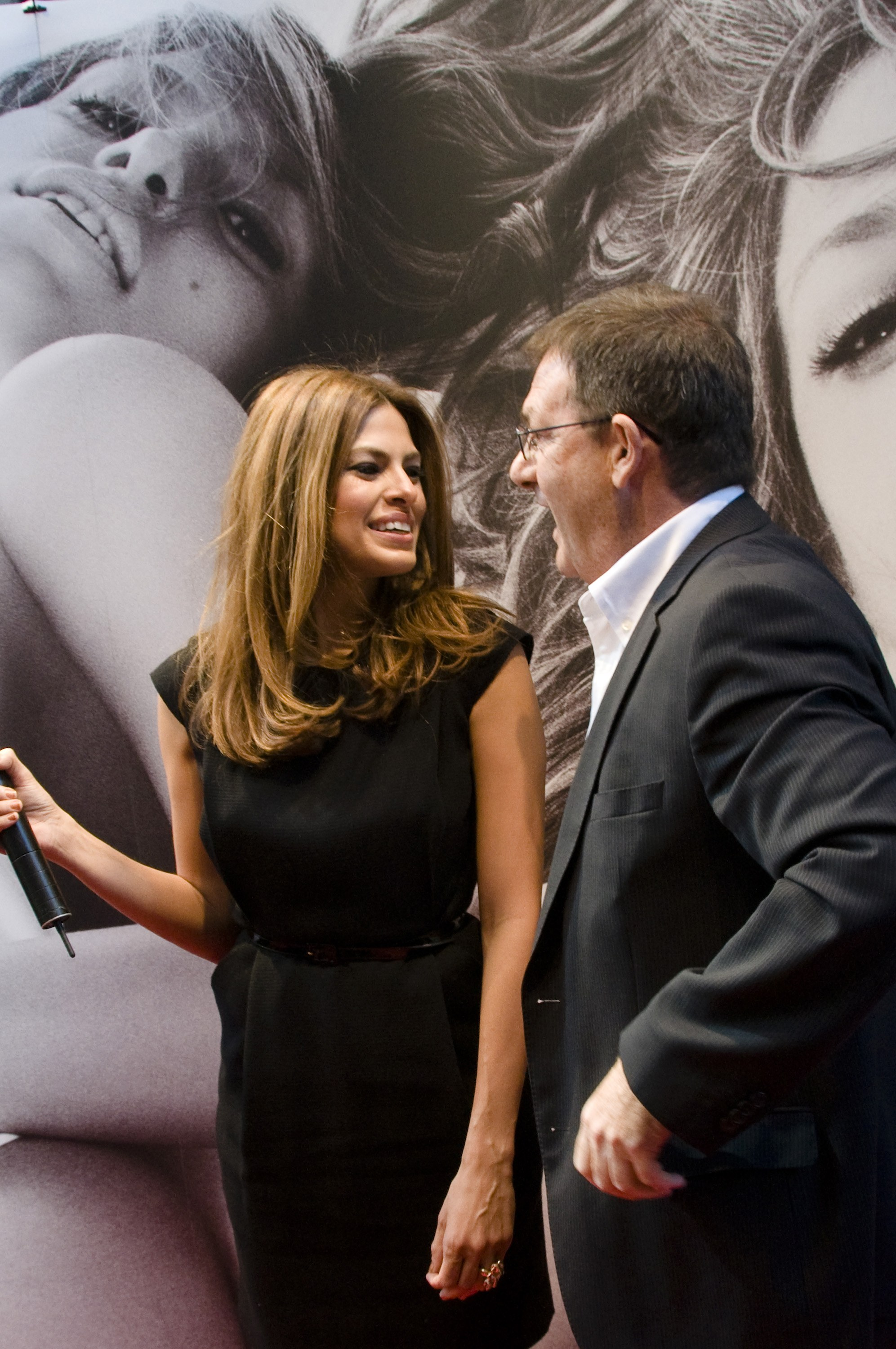 00200_Eva_Mendes_in_Rome_to_promote_the_new_fragrance_of_Calvin_Klein_CU_ISA_0003_122_532lo.jpg