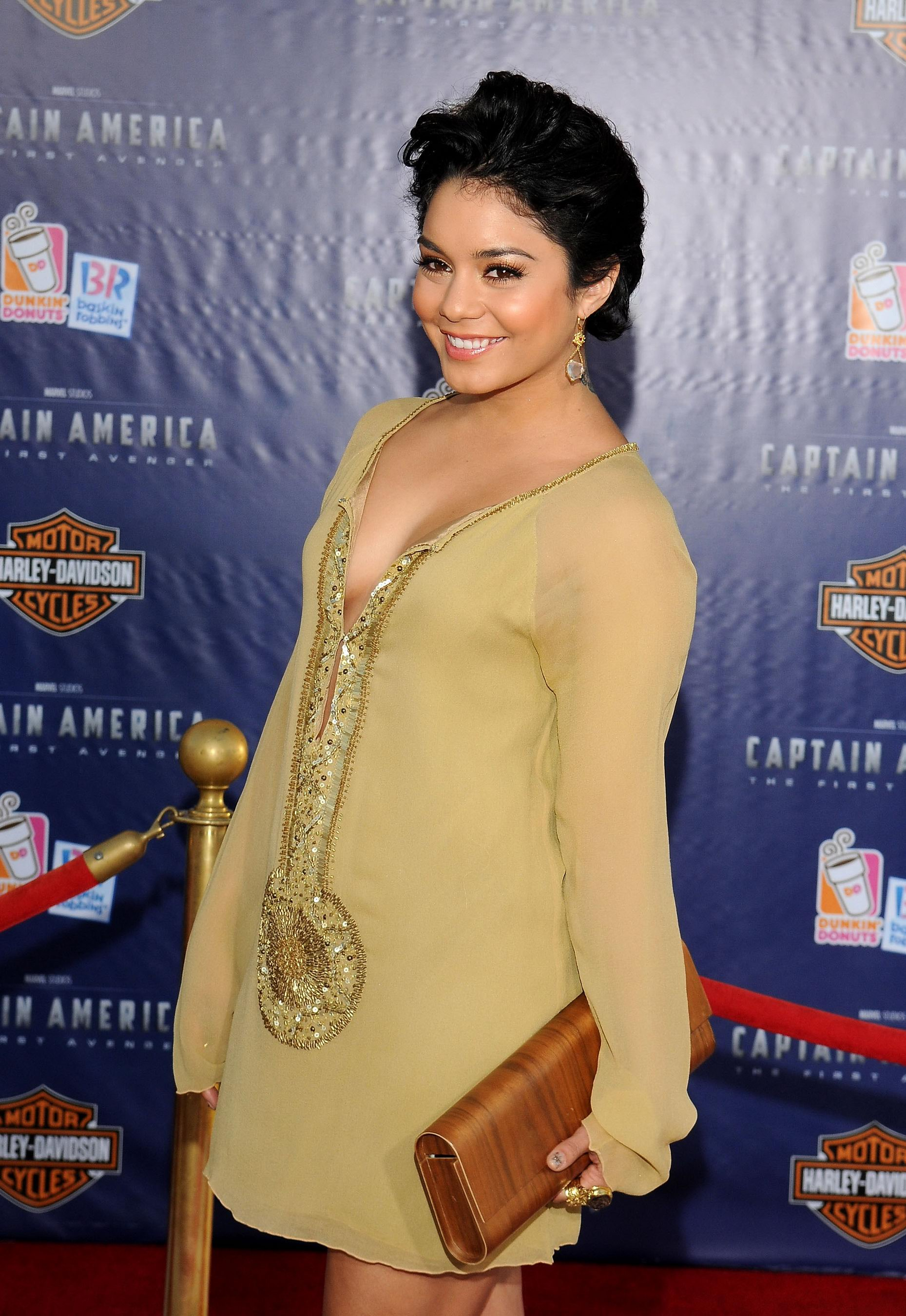 47334_VanessaHudgens_CaptainAmericapremiere_Hollywood_190711_017_122_548lo.jpg