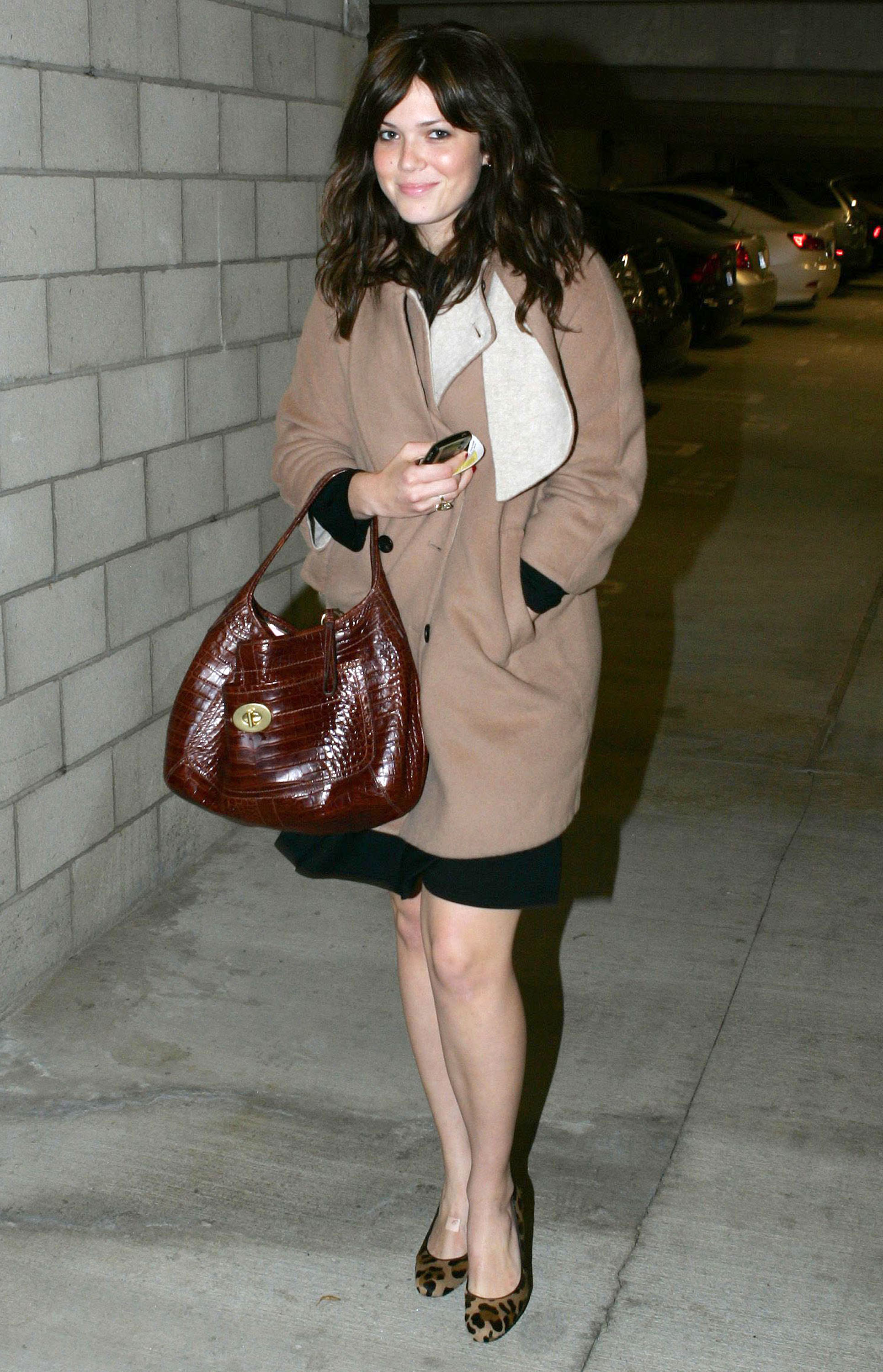 67666_celeb-city.eu_Mandy_Moore_out_and_about_in_West_Hollywood_10.12.2007_14_122_94lo.jpg