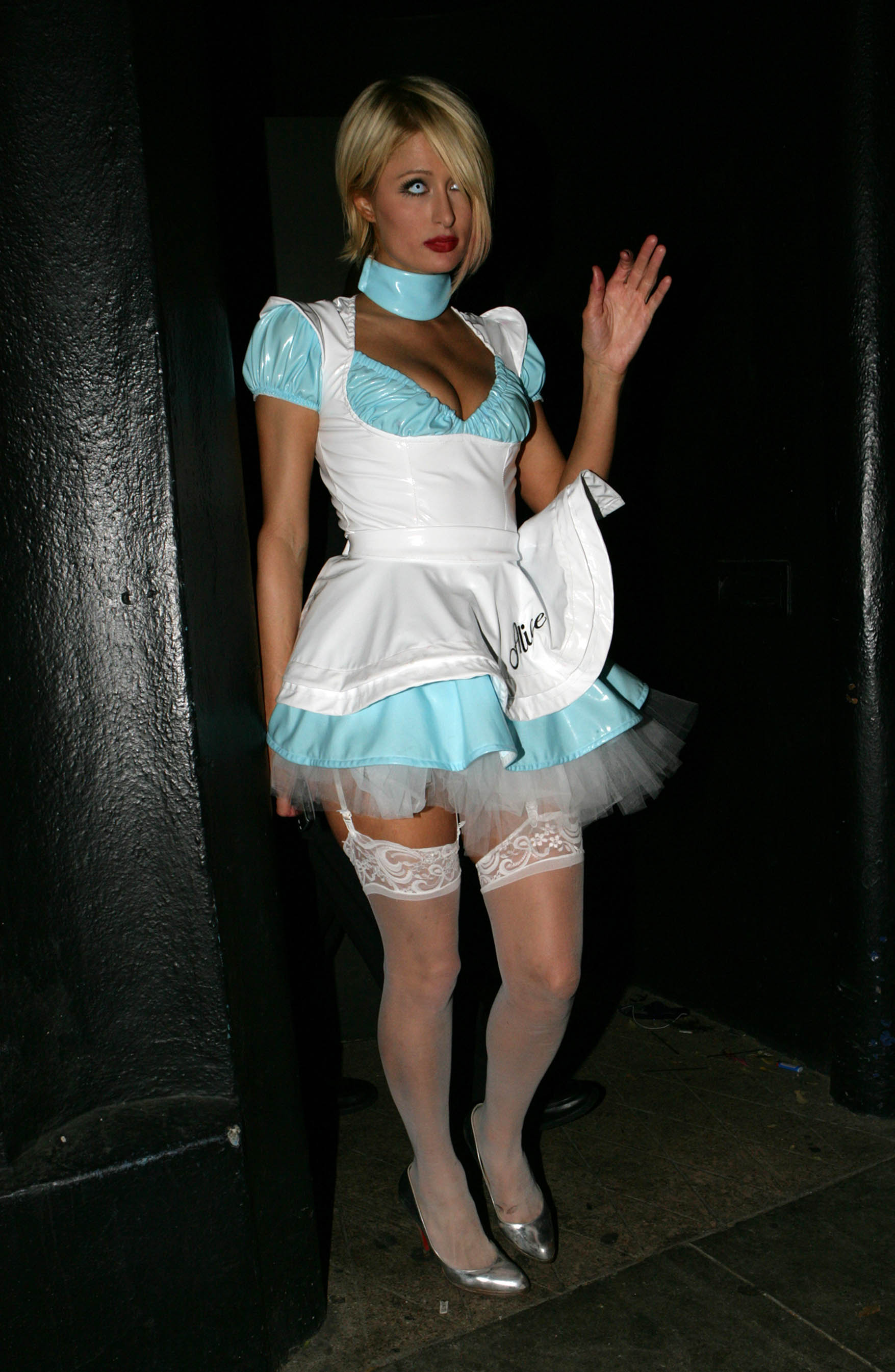 03912_celeb-city.eu_Paris_Hilton_at_the_Halloween_Party_in_Beverly_Hills_27.10.2007_01_123_1010lo.jpg