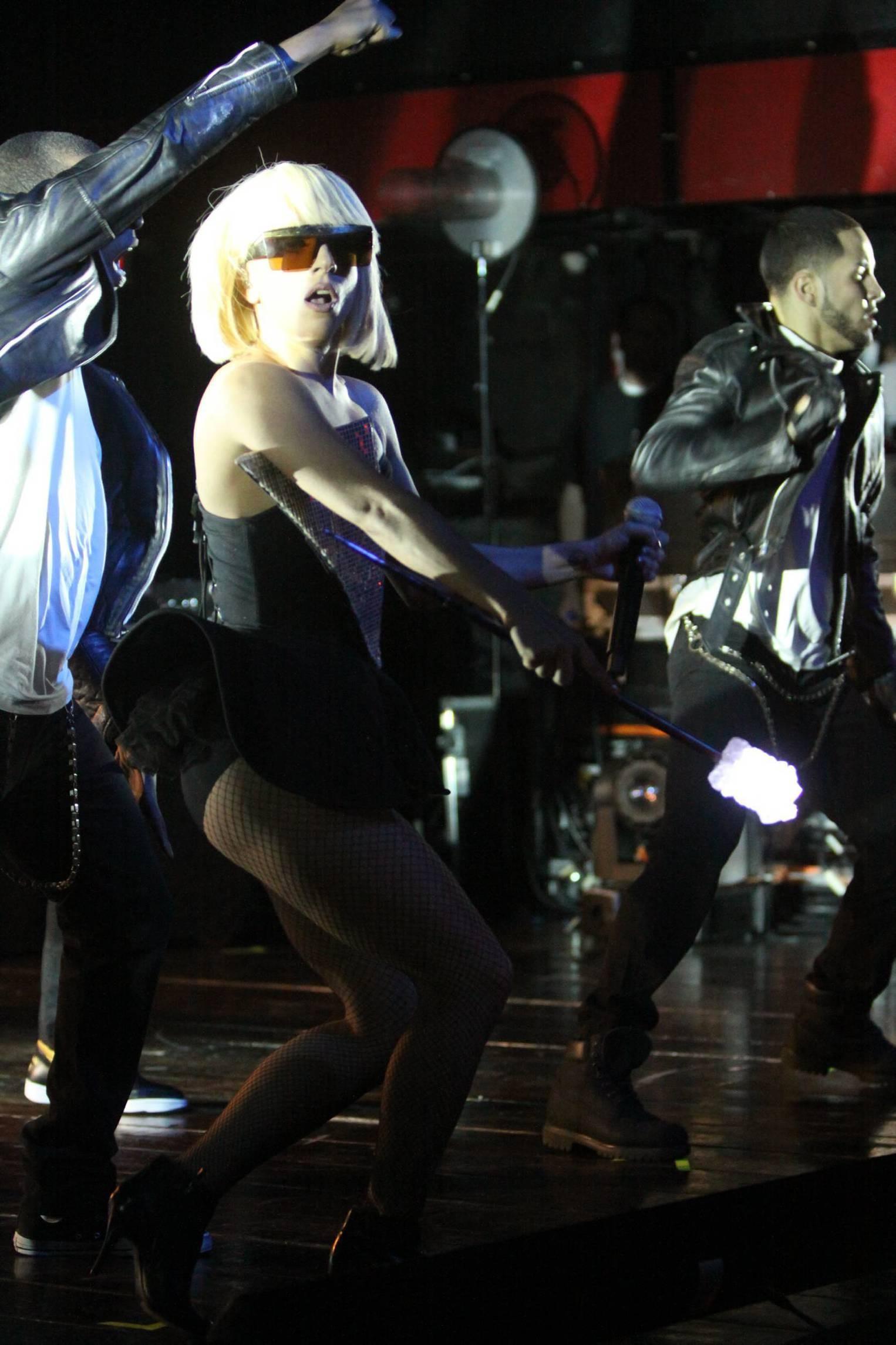 84032_Lady_GaGa_performs_at_Fort_Lauderdale-5_122_468lo.jpg
