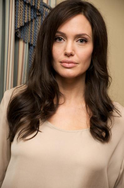 09719_Celebutopia-Angelina_Jolie-Vera_Anderson_portraits_session-05_122_912lo.jpg