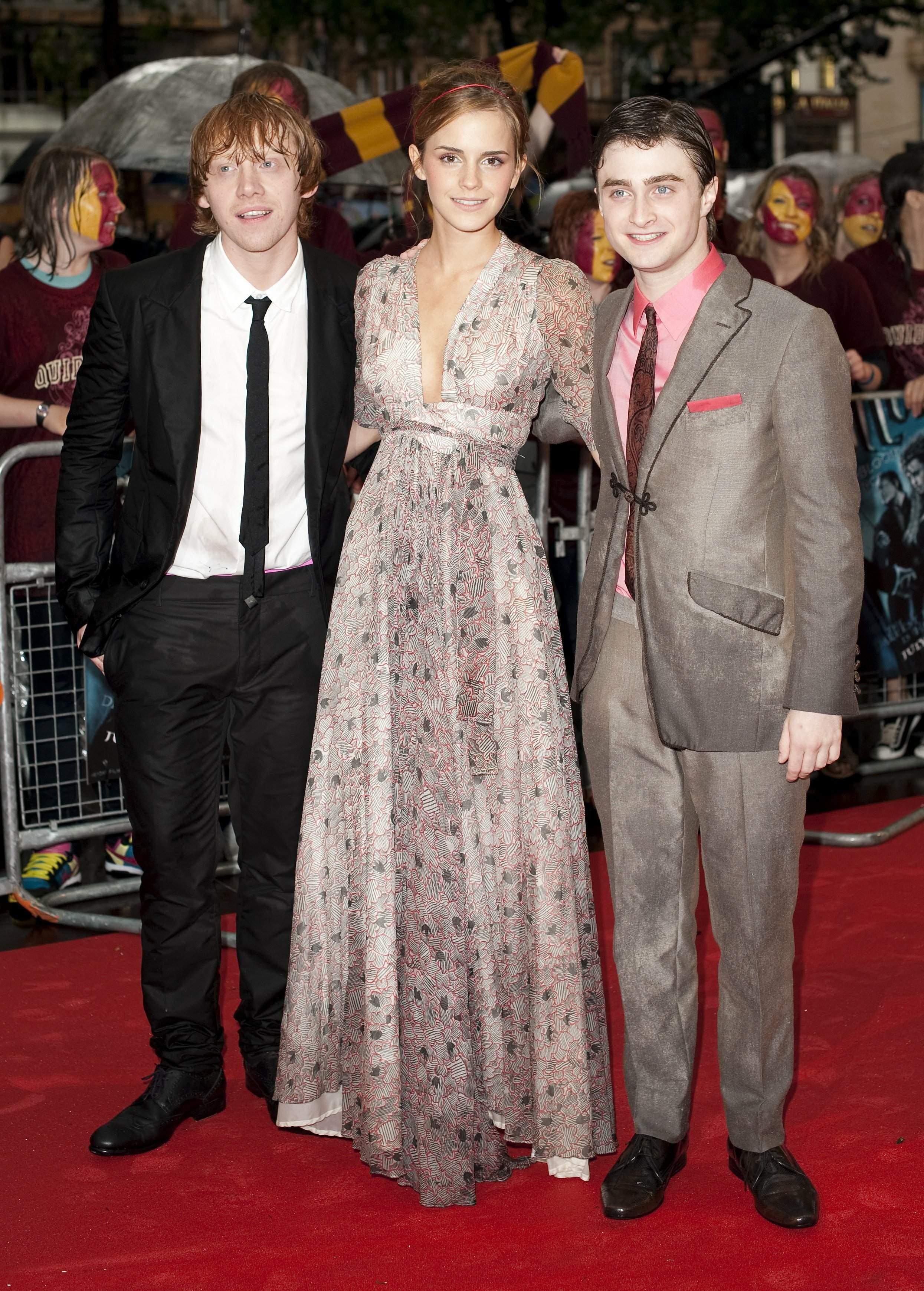 52940_Emma_Watson_HPaTHBP_premiere_in_London04099_122_1131lo.jpg