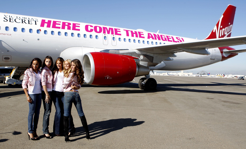 60478_celeb-city.eu_VS_Angels_arrive_at_LA_airport_11-12-2007_029_123_196lo.jpg