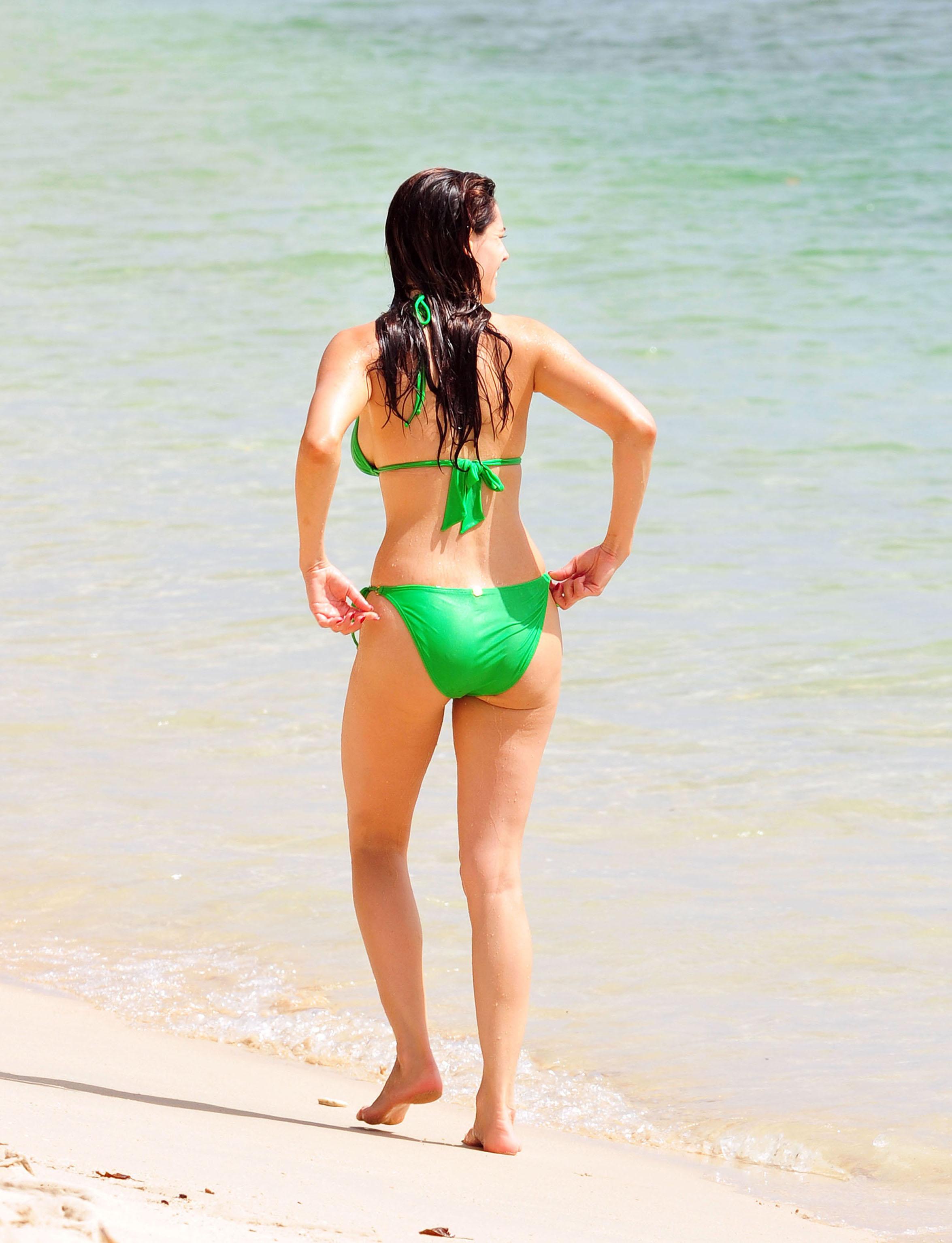 15079_KellyBrook_HolidayintheCaribbean_Green_Bikini12_122_370lo.jpg