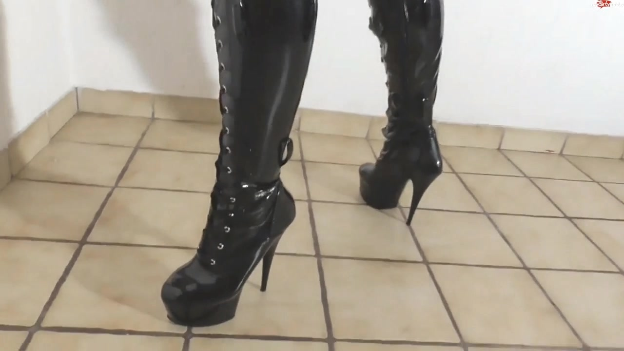 227408680_MD161_Jacky_Law___Anal_Bigtits_Pantyhose_boots.mp4_20170820_160625.734_123_244lo.jpg