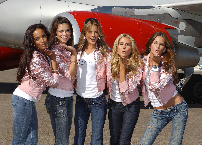 60527_celeb-city.eu_VS_Angels_arrive_at_LA_airport_11-12-2007_010_123_589lo.jpg
