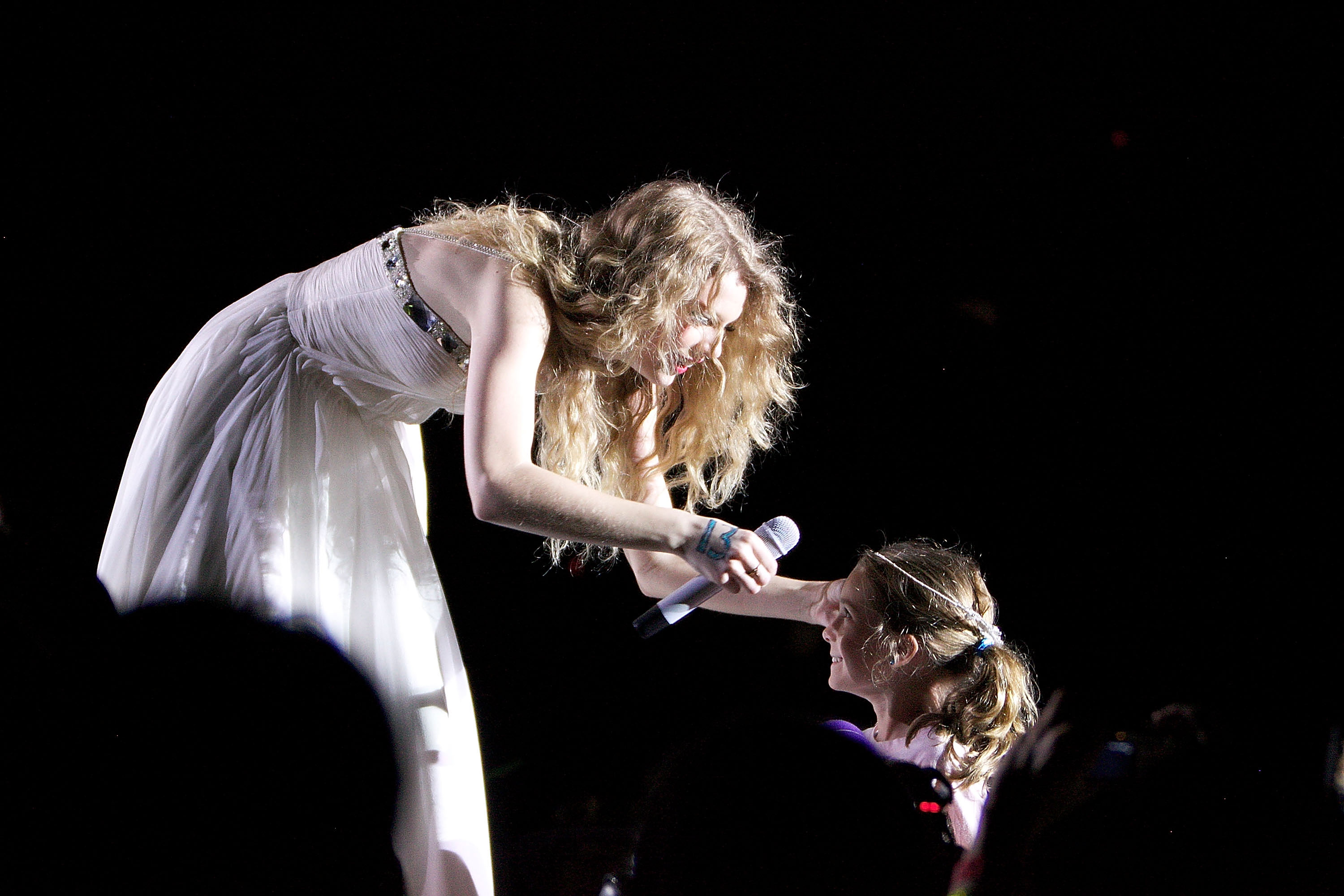 32742_Taylor_swift_performs_her_Fearless_Tour_at_Tiger_Stadium_051_122_596lo.jpg