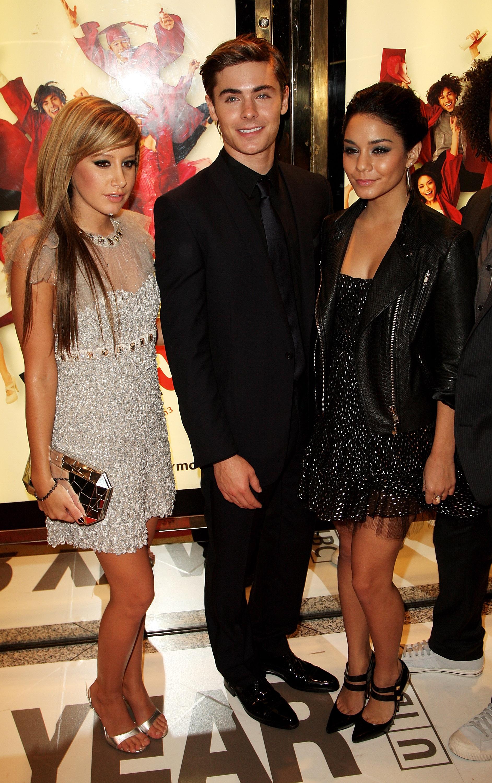 08192_Celebutopia-Ashley_Tisdale8_Vanessa_Hudgens3_Zac_Efron_and_Corbin_Bleu-High_School_Musical_3_UK_premiere_in_London-09_122_357lo.jpg