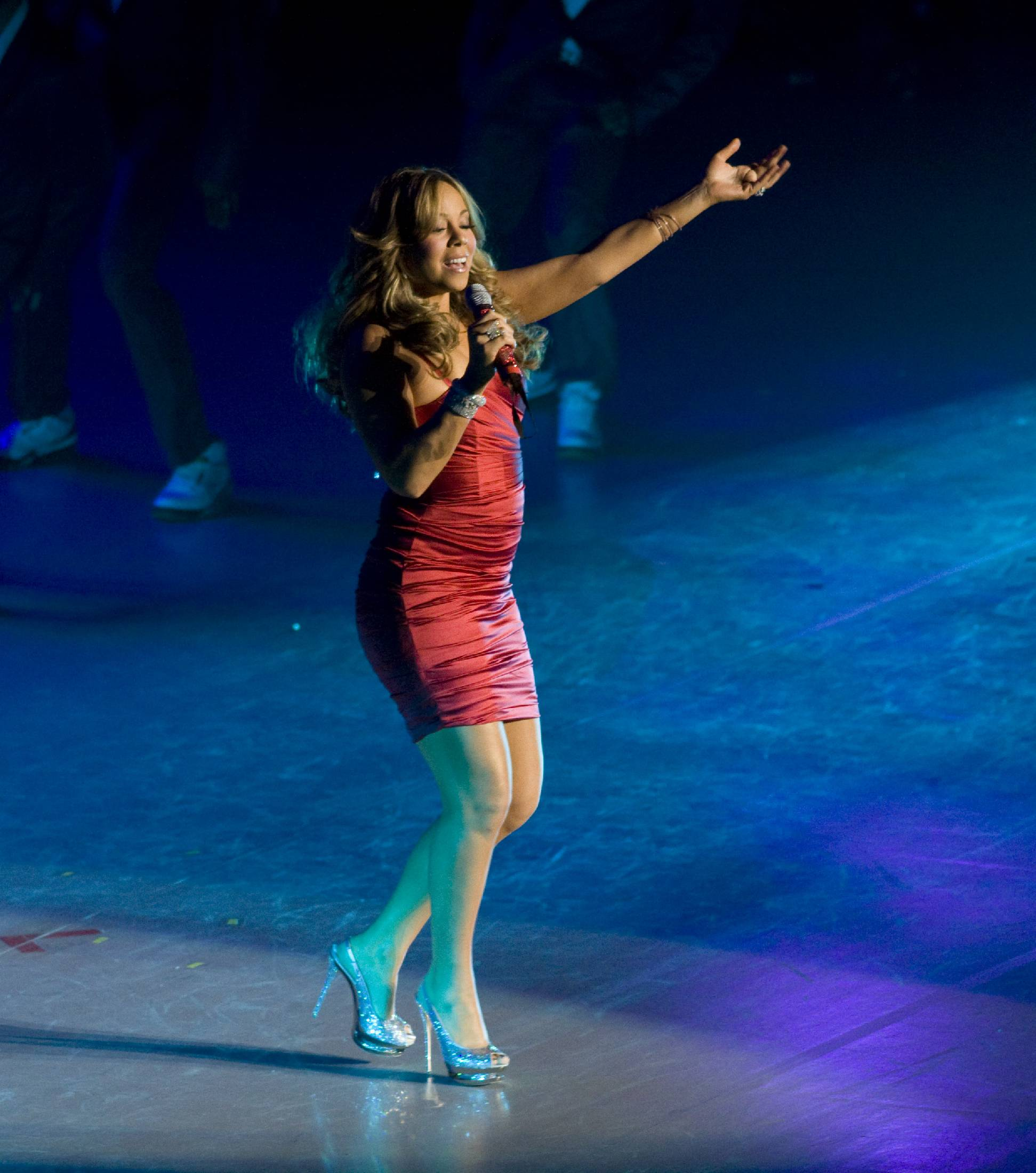 53489_Mariah_Carey_performs_at_Madison_Square_Garden_in_New_York_City-23_122_483lo.jpg