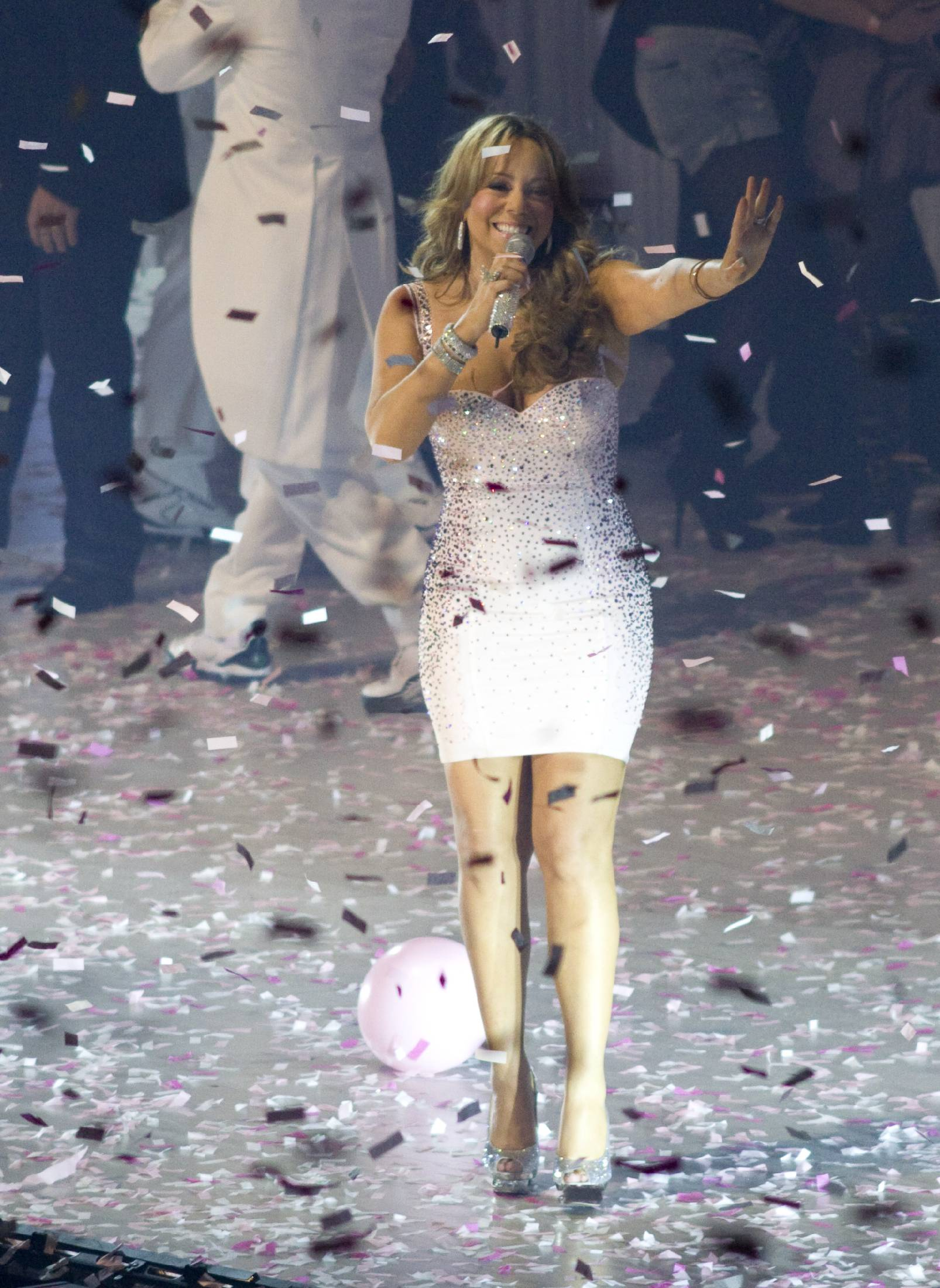 53428_Mariah_Carey_performs_at_Madison_Square_Garden_in_New_York_City-2_122_119lo.jpg