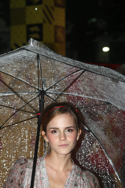 52513_Emma_Watson_HPaTHBP_premiere_in_London04094_122_173lo.jpg