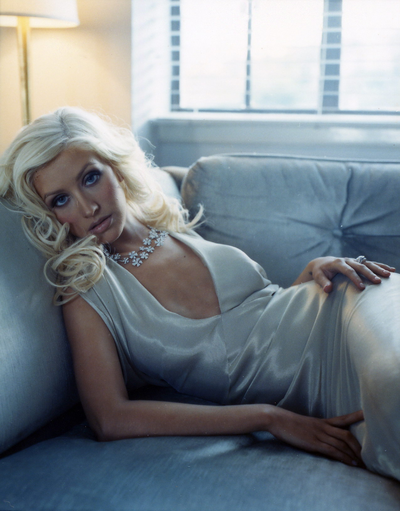 90924_Christina_Aguilera-002880_Cliff_Watts_photoshoot_122_377lo.jpg