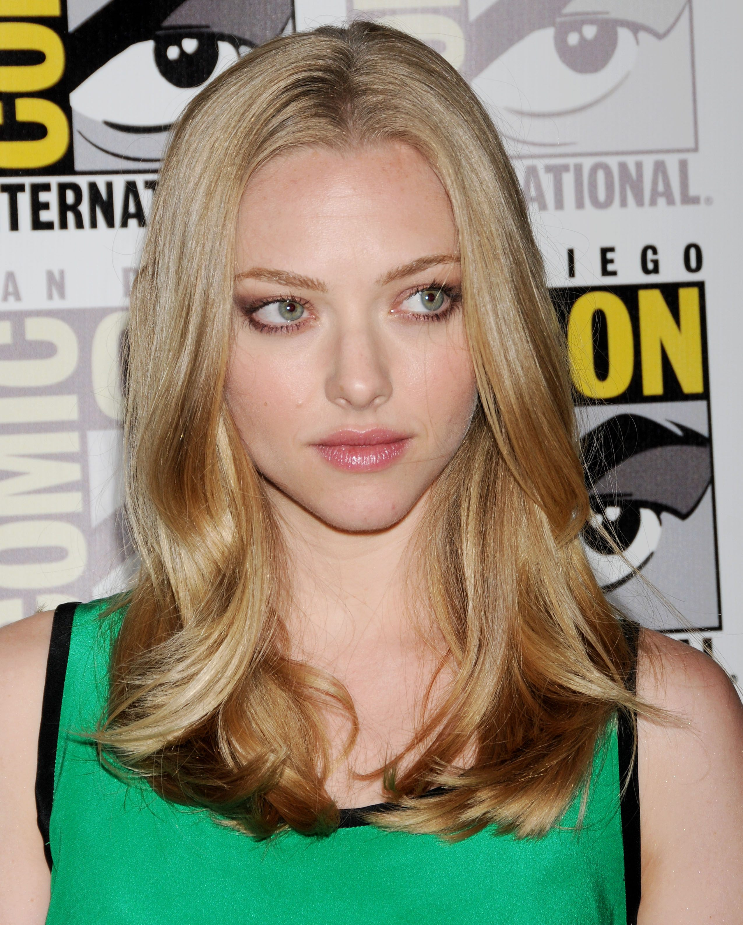 137393578_Amanda_Seyfried_at_San_Diego_Comic_Con1_122_119lo.jpg