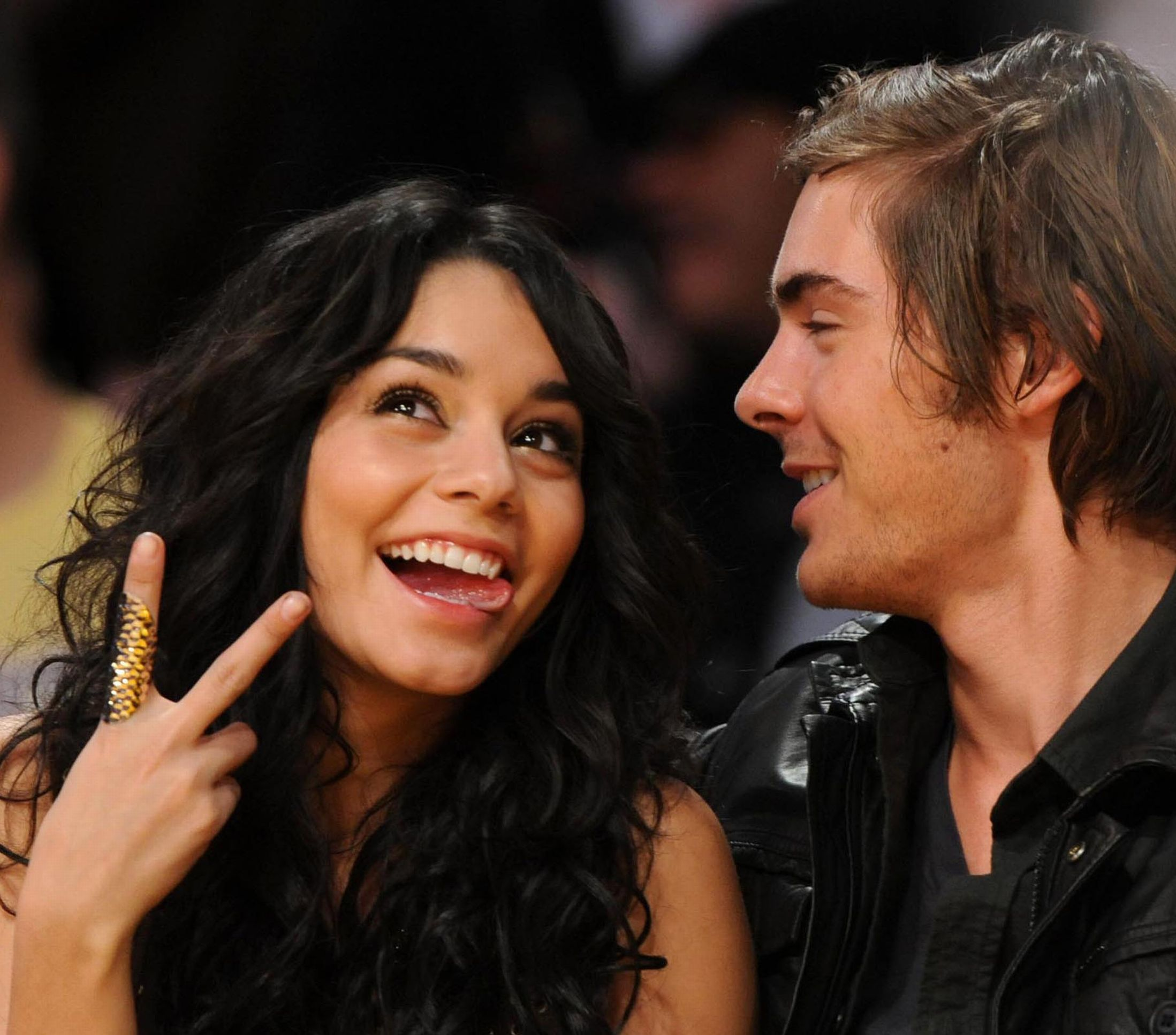 13768_vanessa-zac-lakers-to-celebutopia-09_122_214lo.jpg