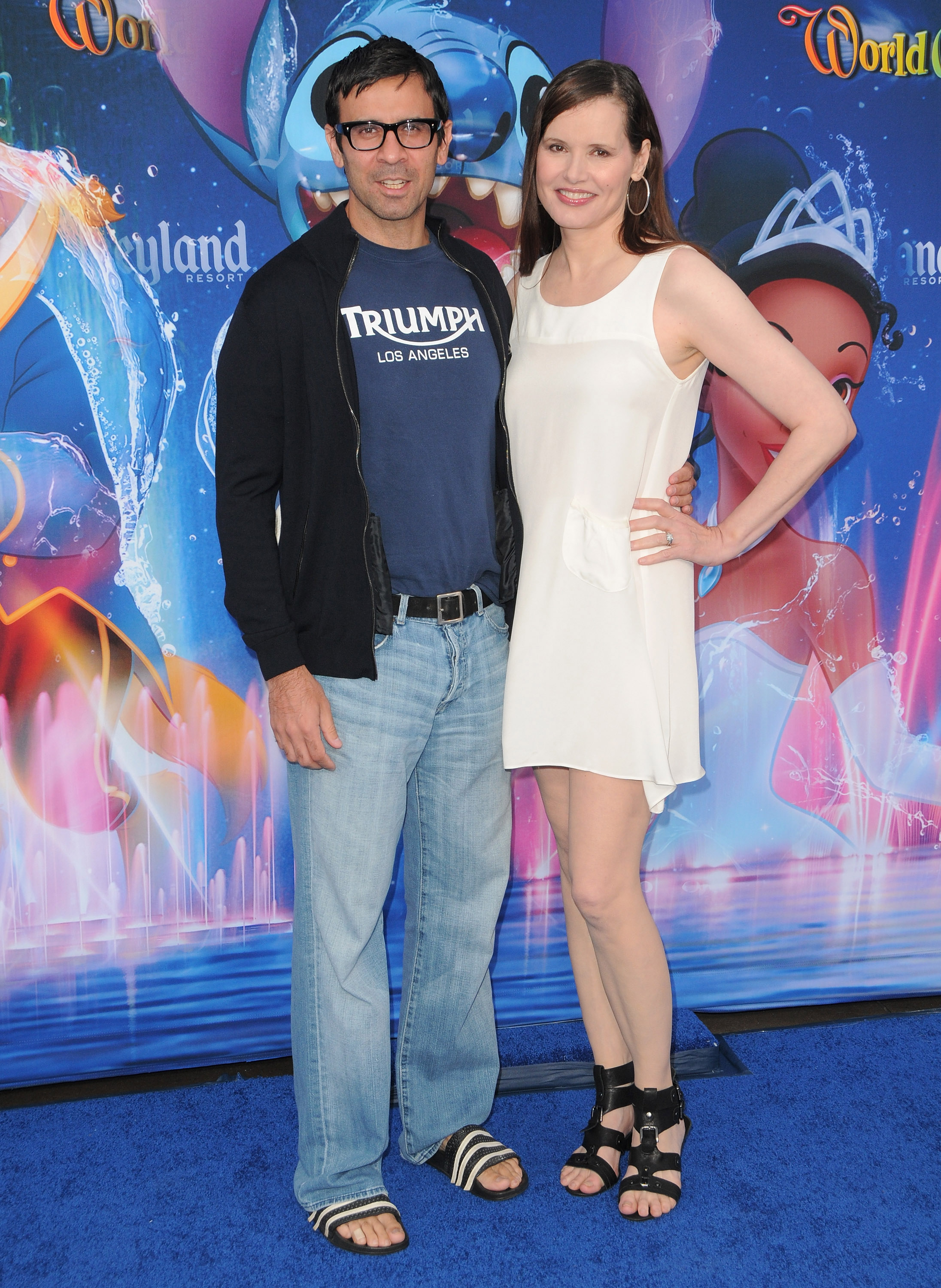 64571_GeenaDavis_world_of_color_disneyland_debut_21_122_348lo.jpg