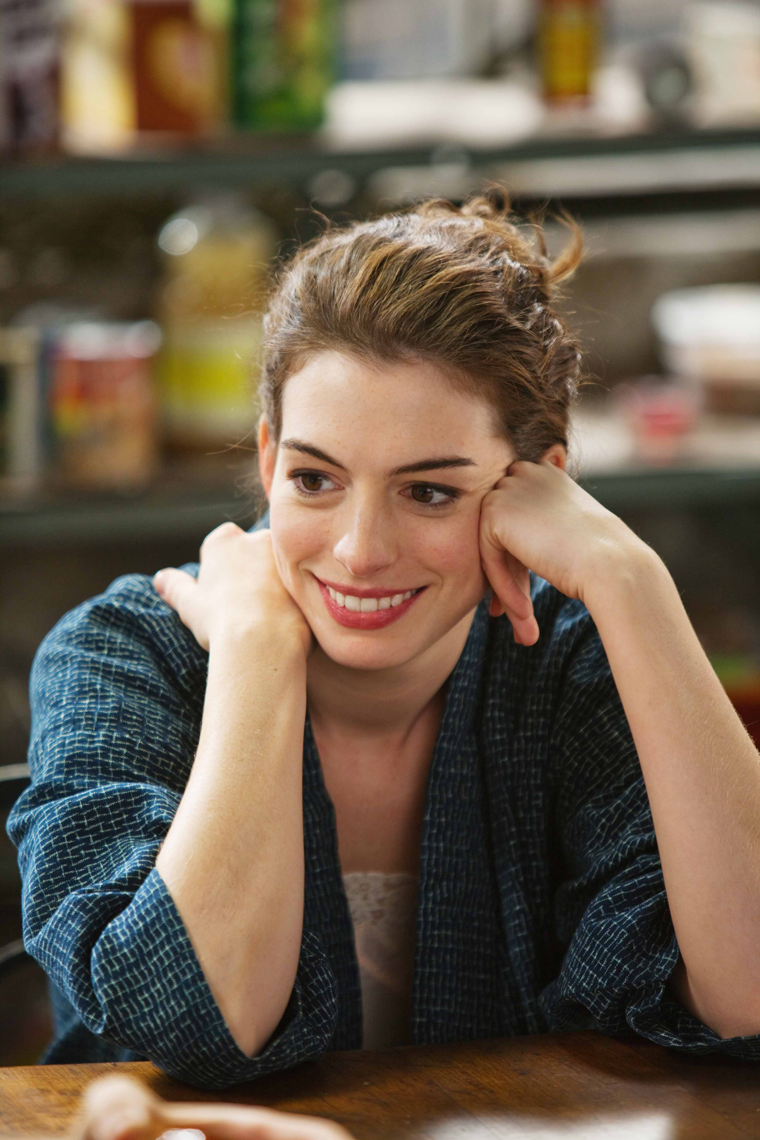 04174_Anne_Hathaway_Love_and_Other_Drugs_Stills10_122_89lo.jpg