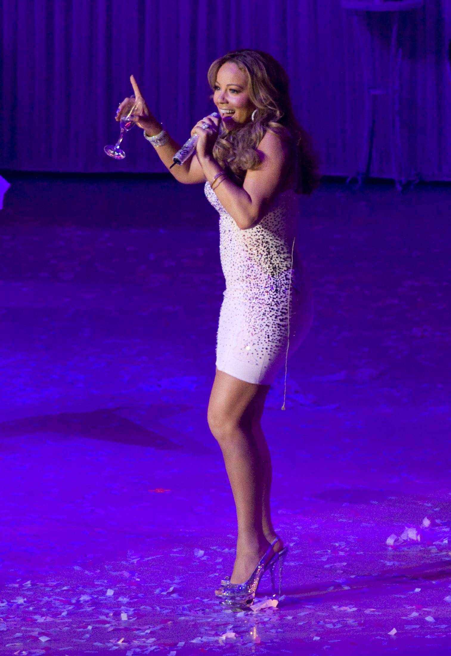 53318_Mariah_Carey_performs_at_Madison_Square_Garden_in_New_York_City-17_122_905lo.jpg