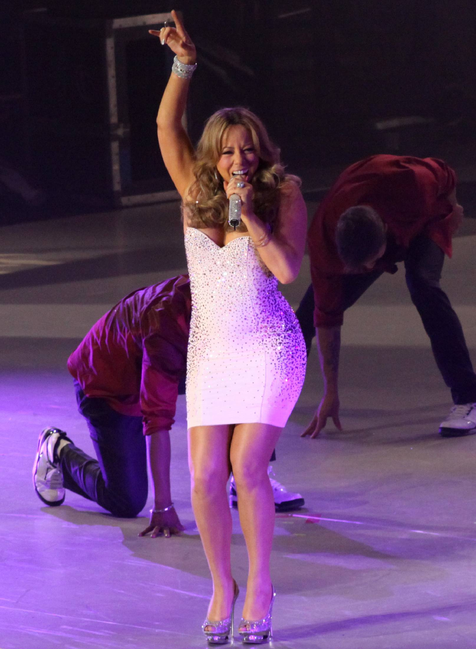 53309_Mariah_Carey_performs_at_Madison_Square_Garden_in_New_York_City-16_122_1074lo.jpg