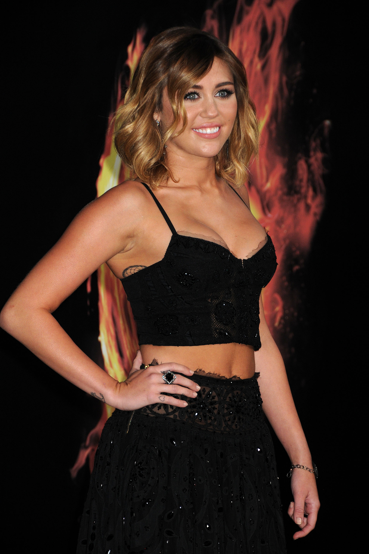 33155_Miley_Cyrus_Adds45_123_362lo.jpg