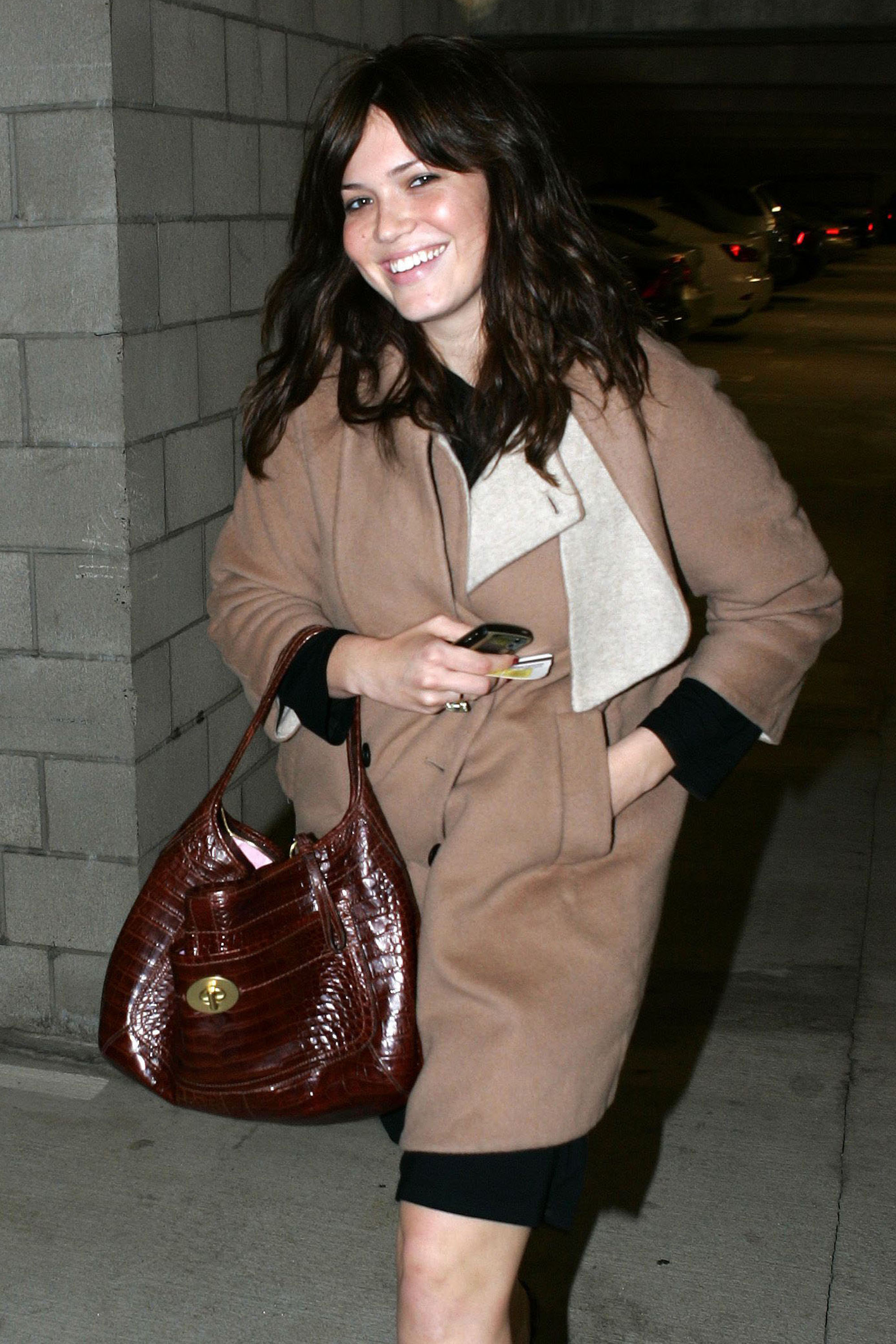 67701_celeb-city.eu_Mandy_Moore_out_and_about_in_West_Hollywood_10.12.2007_19_122_231lo.jpg
