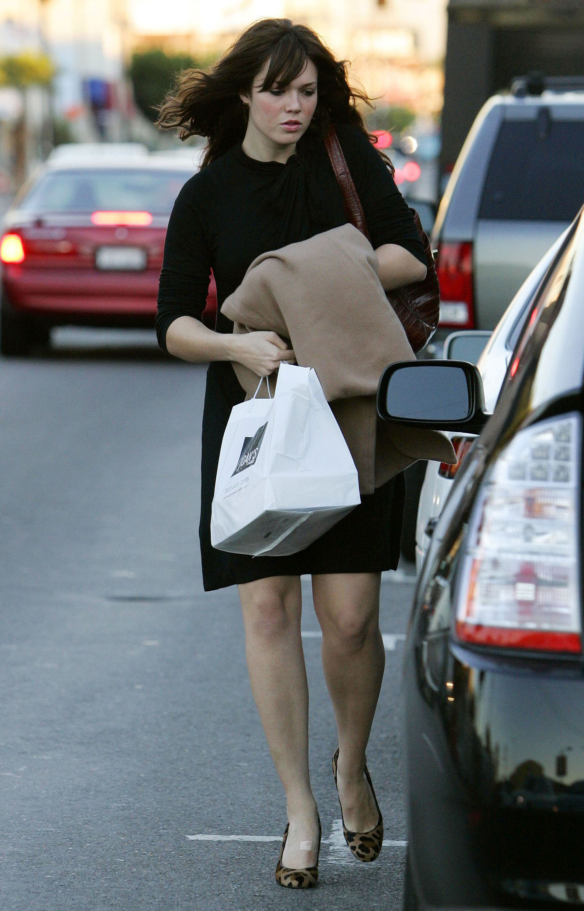 67254_celeb-city.eu_Mandy_Moore_out_and_about_in_West_Hollywood_10.12.2007_08_122_367lo.jpg