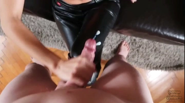 787055374_Miss_Sixty_Leather_Pants_Fuck.mp4_20170815_135030.578_123_545lo.jpg