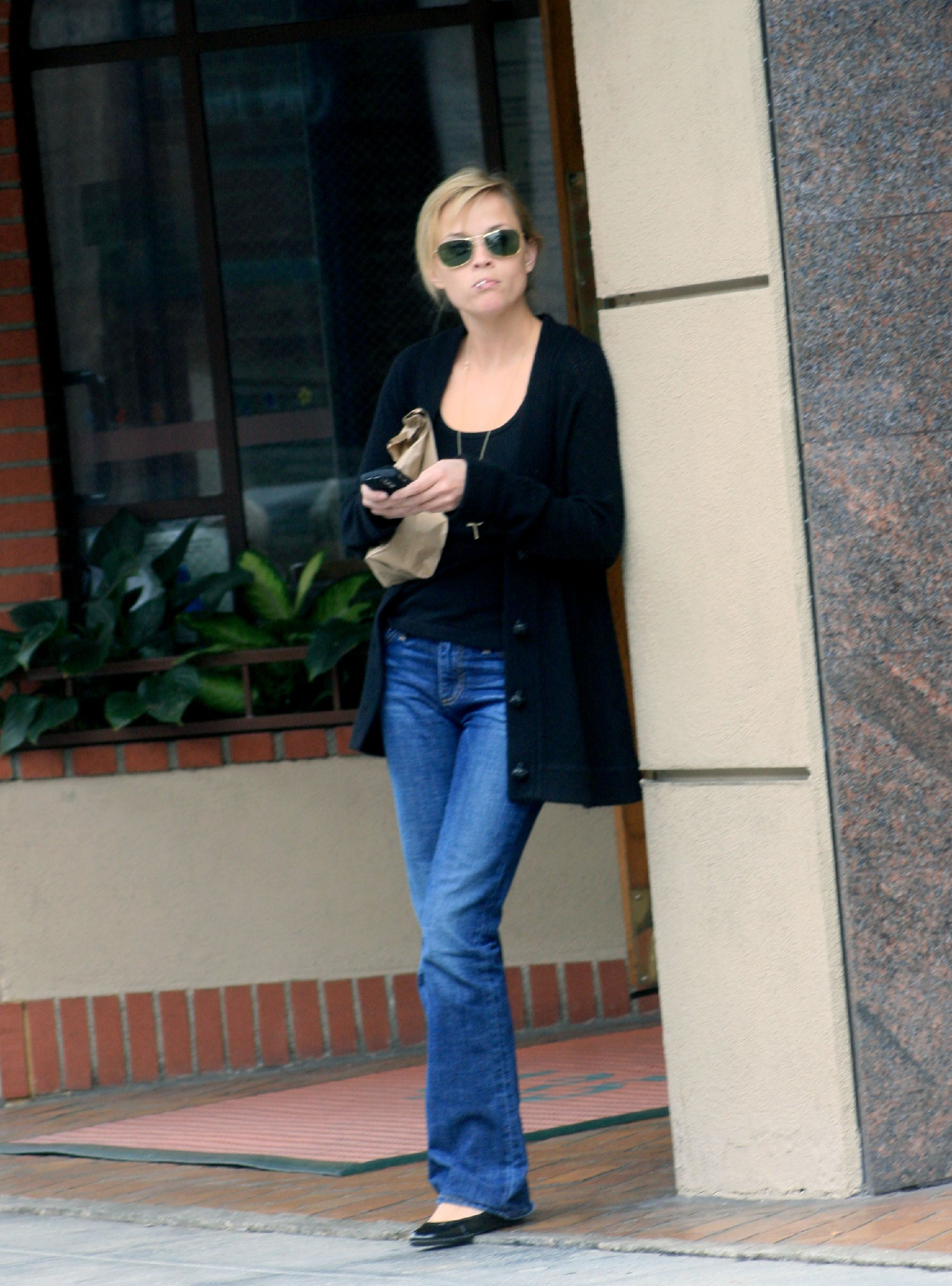 59159_celeb-city.eu_Reese_Witherspoon_leaves_a_medical_building_02_122_148lo.jpg