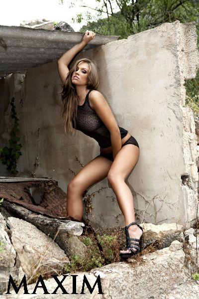 020434260_tduid2346_Emma_Frain_topless_2011_8_123_198lo.jpg
