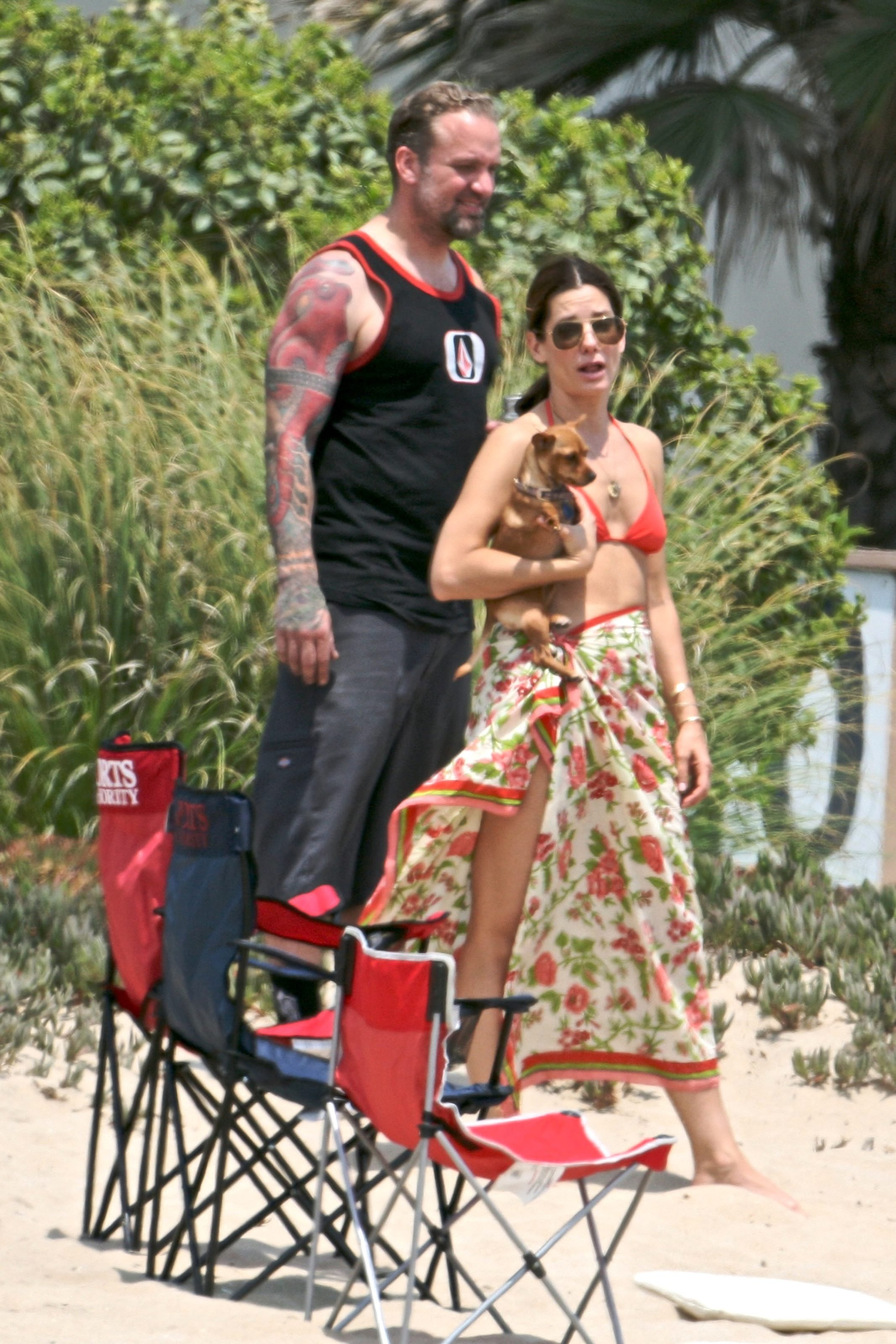 79544_Celebutopia-Sandra_Bullock_in_top_bikini_and_husband_host_an_Independence_Day_beach_party-11_122_547lo.jpg