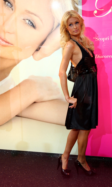 11509_Celebutopia-Paris_Hilton-Launch_of_Paris_Hilton_clothing_line-47_122_371lo.jpg