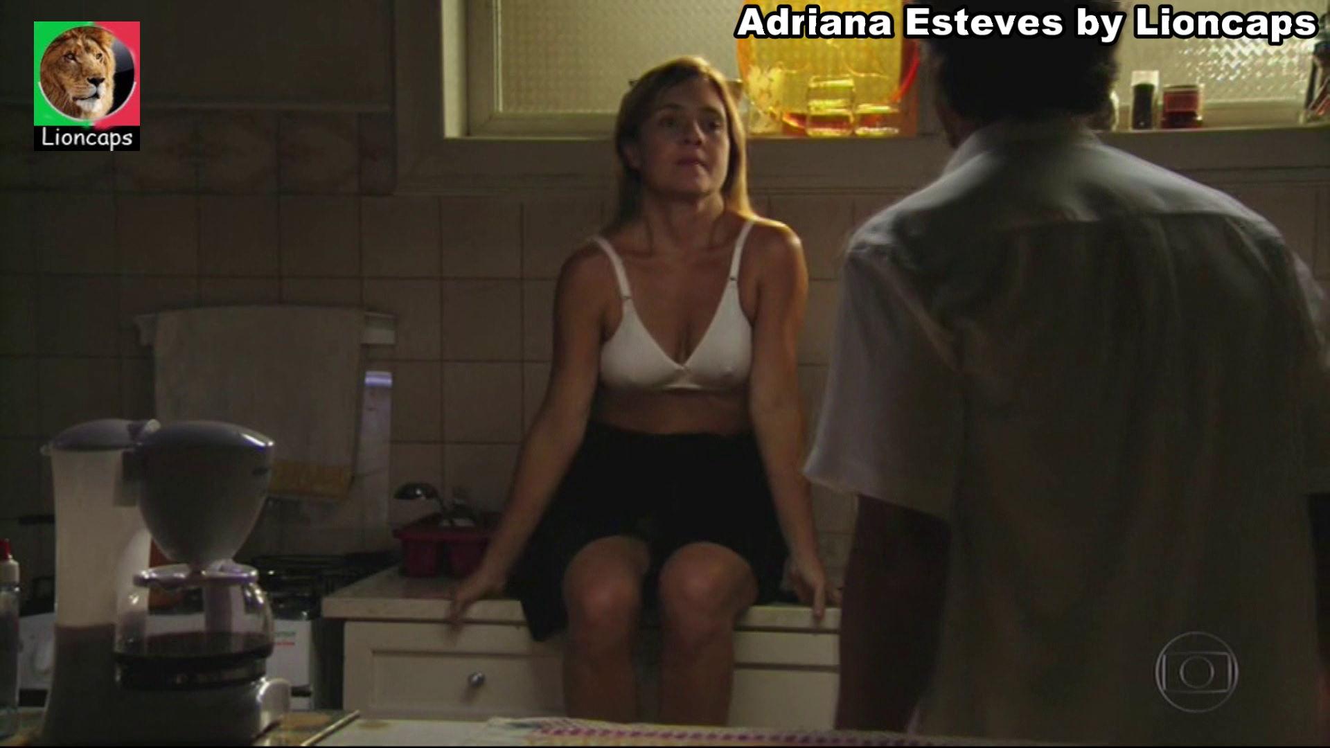 994452350_adriana_esteves_vs181228_0122_122_410lo.JPG