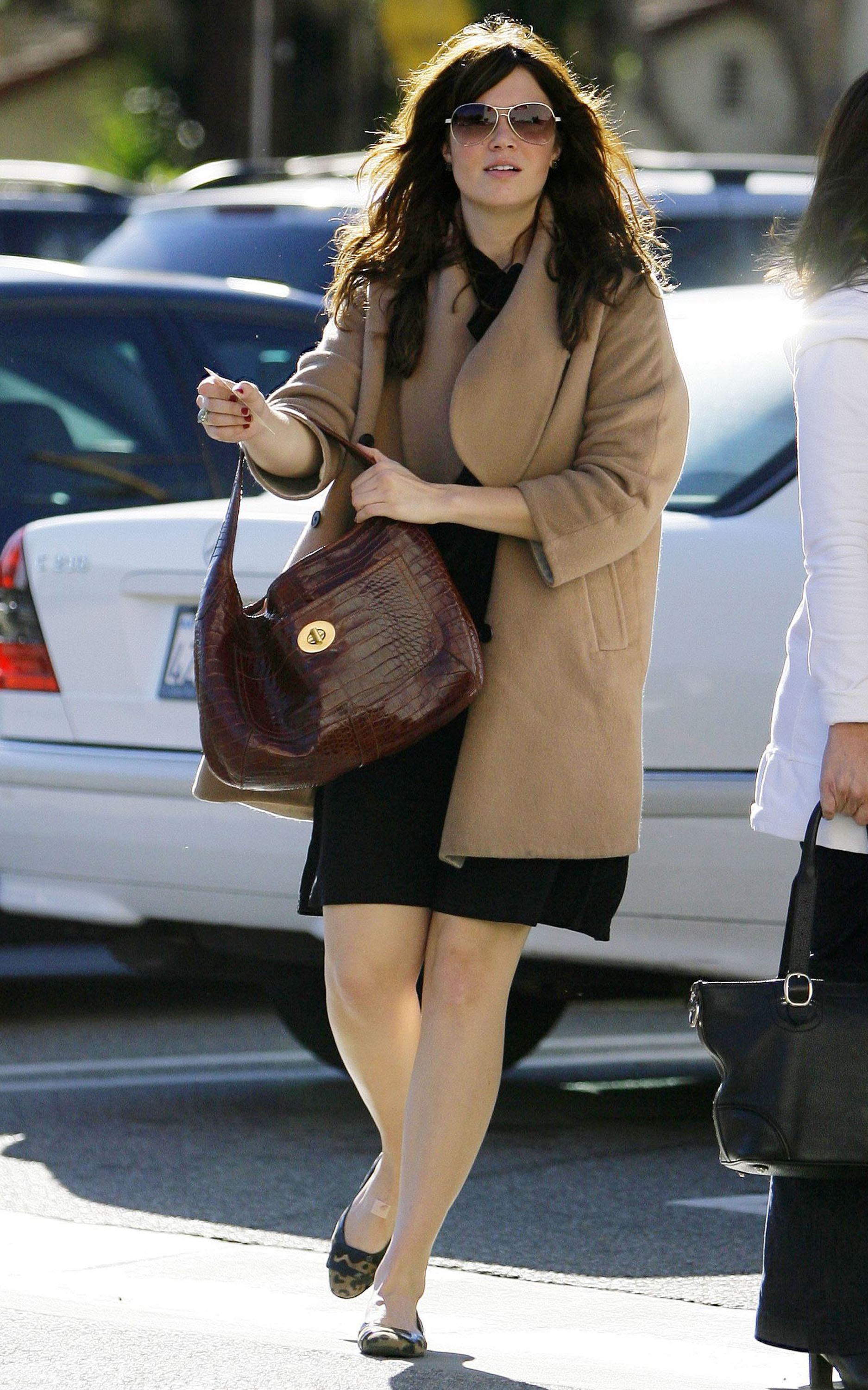 68060_celeb-city.eu_Mandy_Moore_out_and_about_in_West_Hollywood_10.12.2007_28_122_1026lo.jpg
