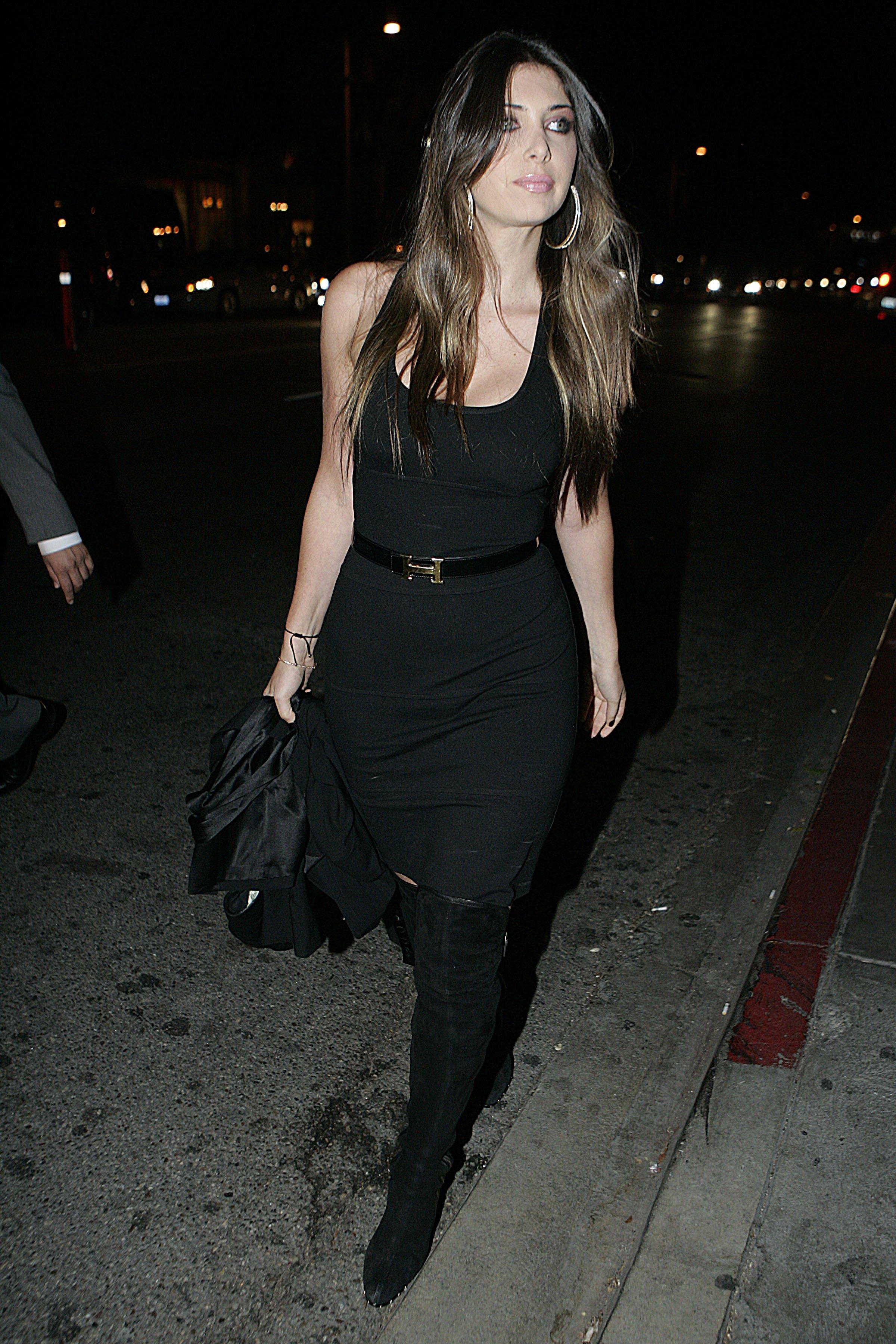 71350_celebrity-paradise.com-The_Elder-Brittny_Gastineau_2009-10-19_-_STK_Restaurant_in_Los_Angeles_633_122_195lo.JPG