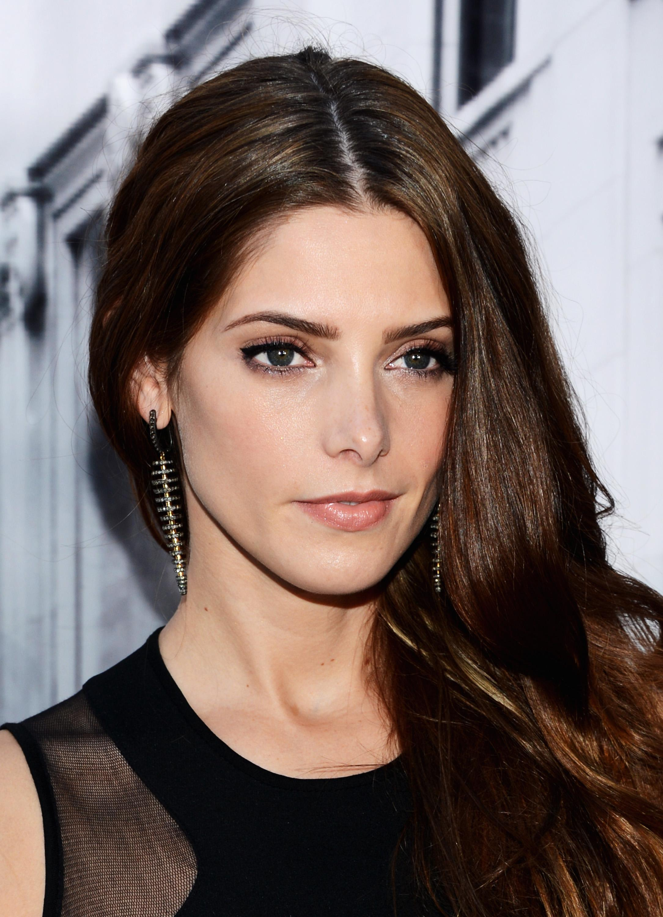345850185_Ashley_Greene_DKNY_Womens_Spring_2013_fashion_show2_122_578lo.jpg