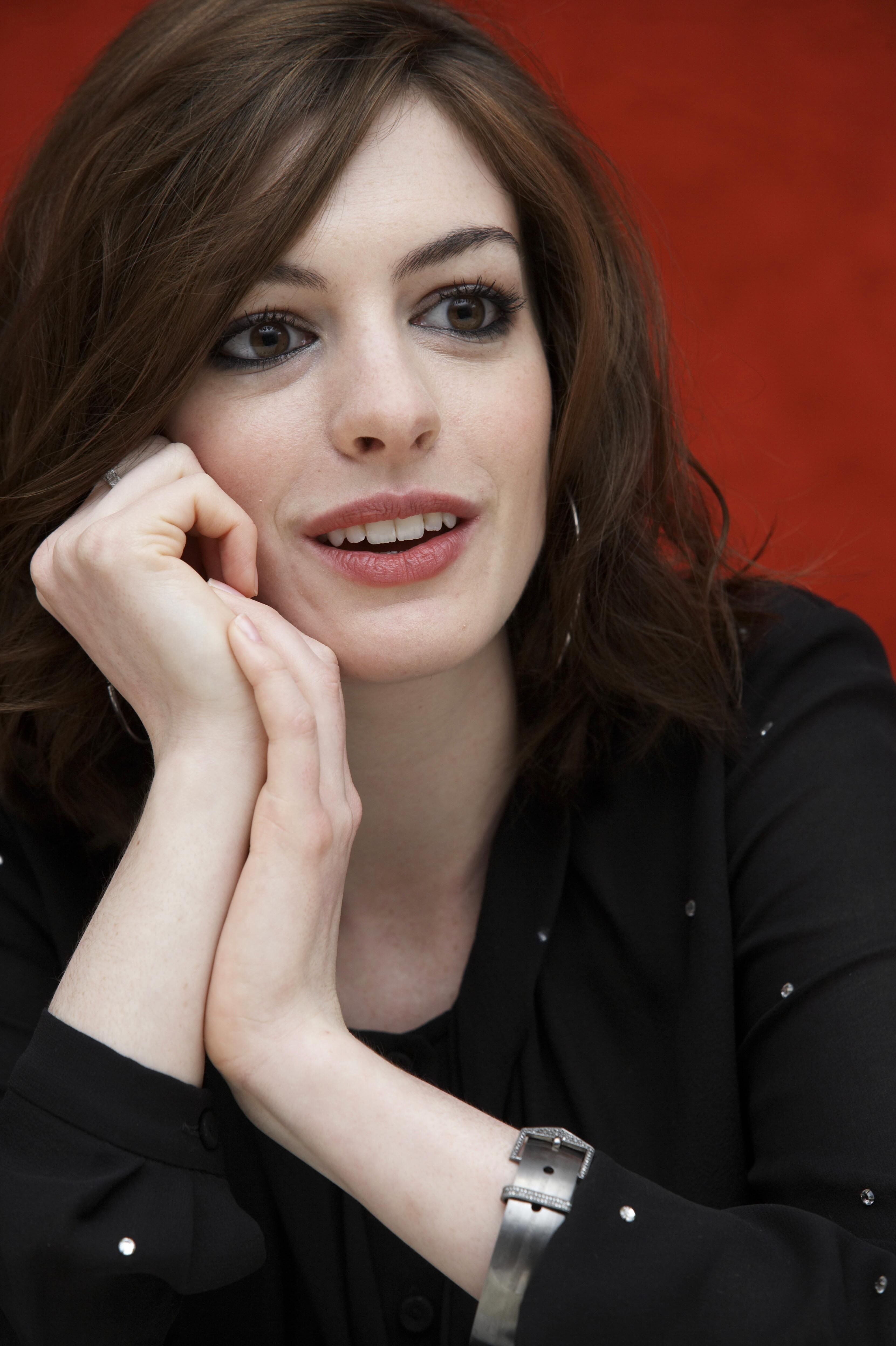 53805_Anne_Hathaway_-_Theo_Kingma_portraits_for_Get_Smart_122_768lo.jpg