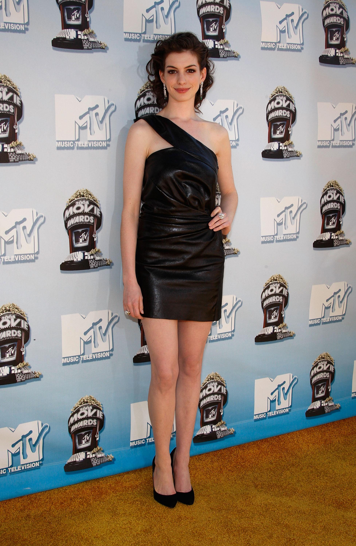 66233_Anne_Hathaway_2008-06-01_-_2008_MTV_Movie_Awards_122_143lo.jpg