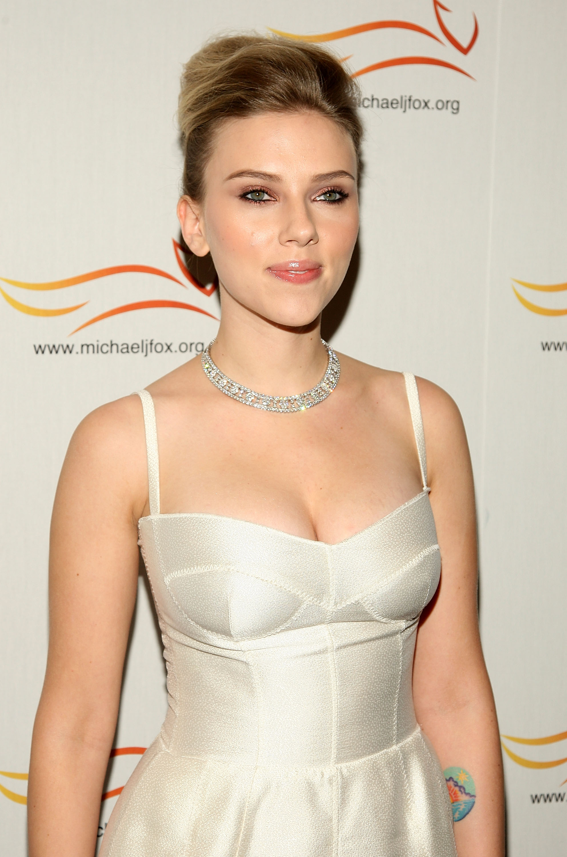 54691_Celebutopia-Scarlett_Johansson-A_Funny_Thing_Happened_on_the_Way_to_Cure_Parkinsons-05_122_438lo.jpg