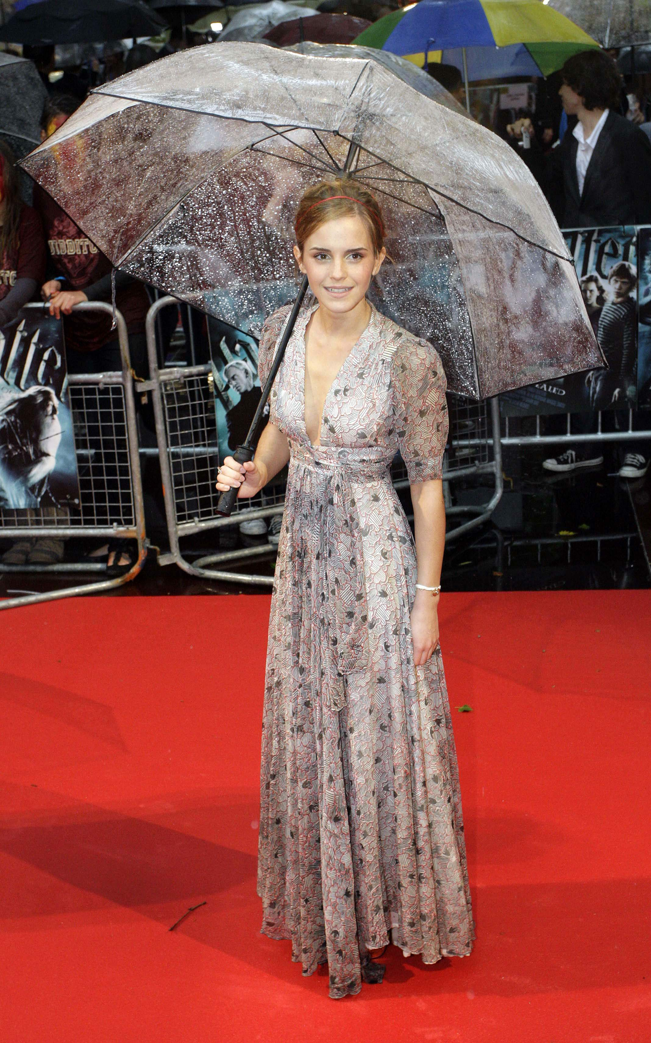 50737_Emma_Watson_HPaTHBP_premiere_in_London04051_122_495lo.jpg