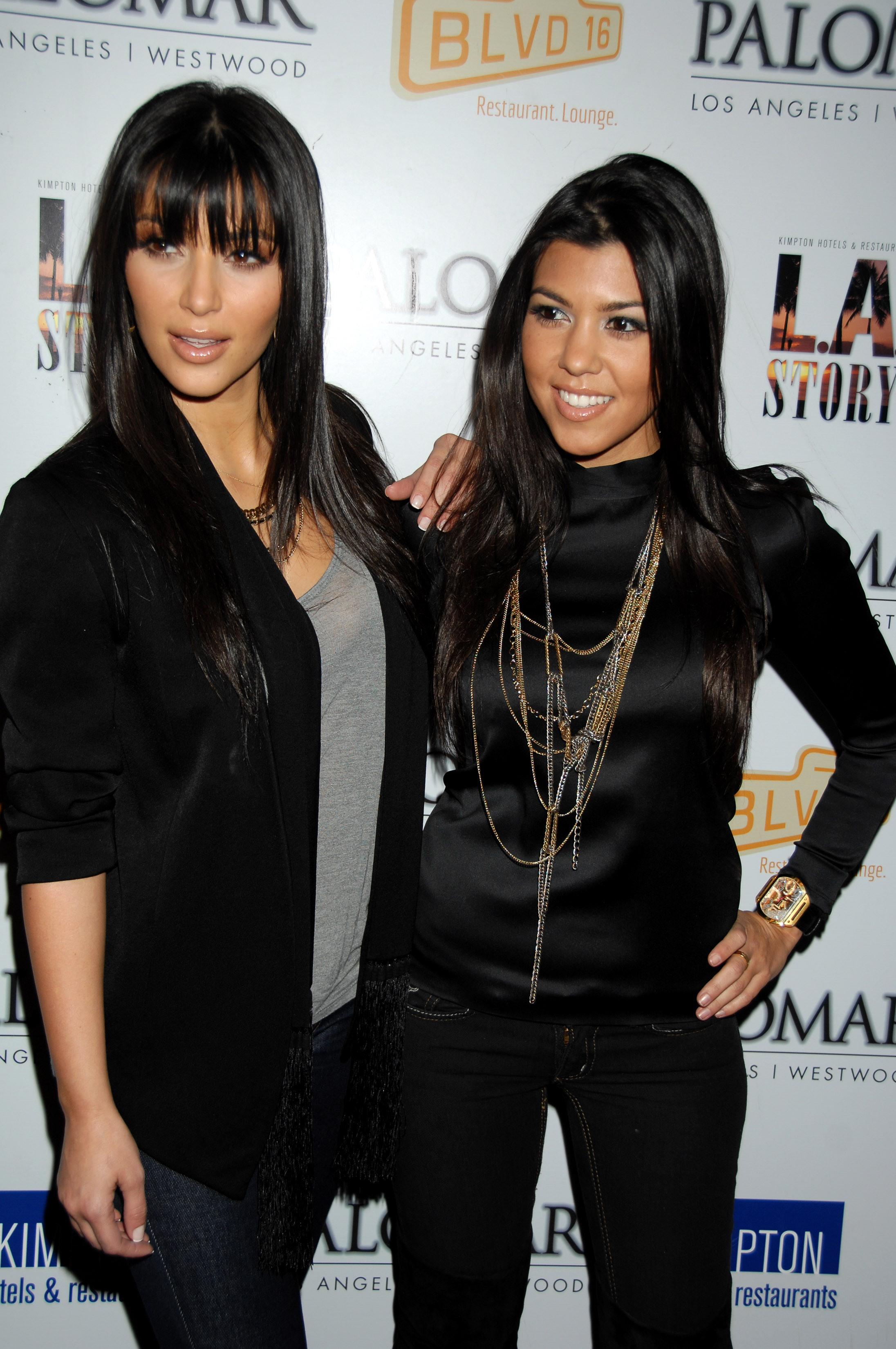 03321_Kim_Kardashian_2008-12-08_-_A_Night_For_Change_benefiting_Alternative_Intervention_Models_in_LA_352_122_572lo.jpg