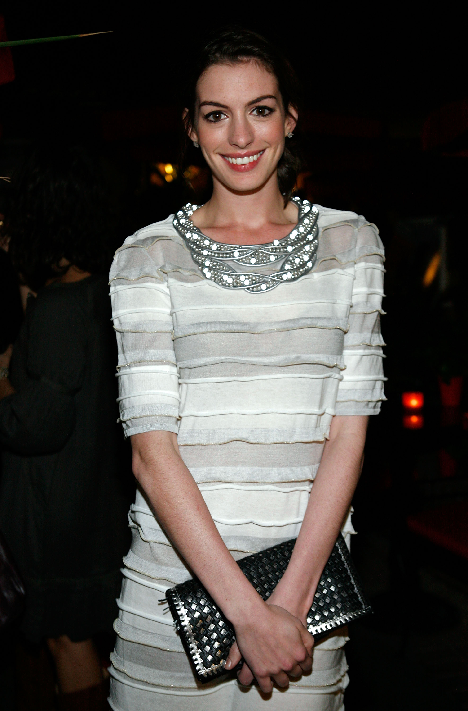 58074_Anne_Hathaway_Classics_dinner_during_2008_Toronto_International_Film_Festival-02_122_74lo.jpg